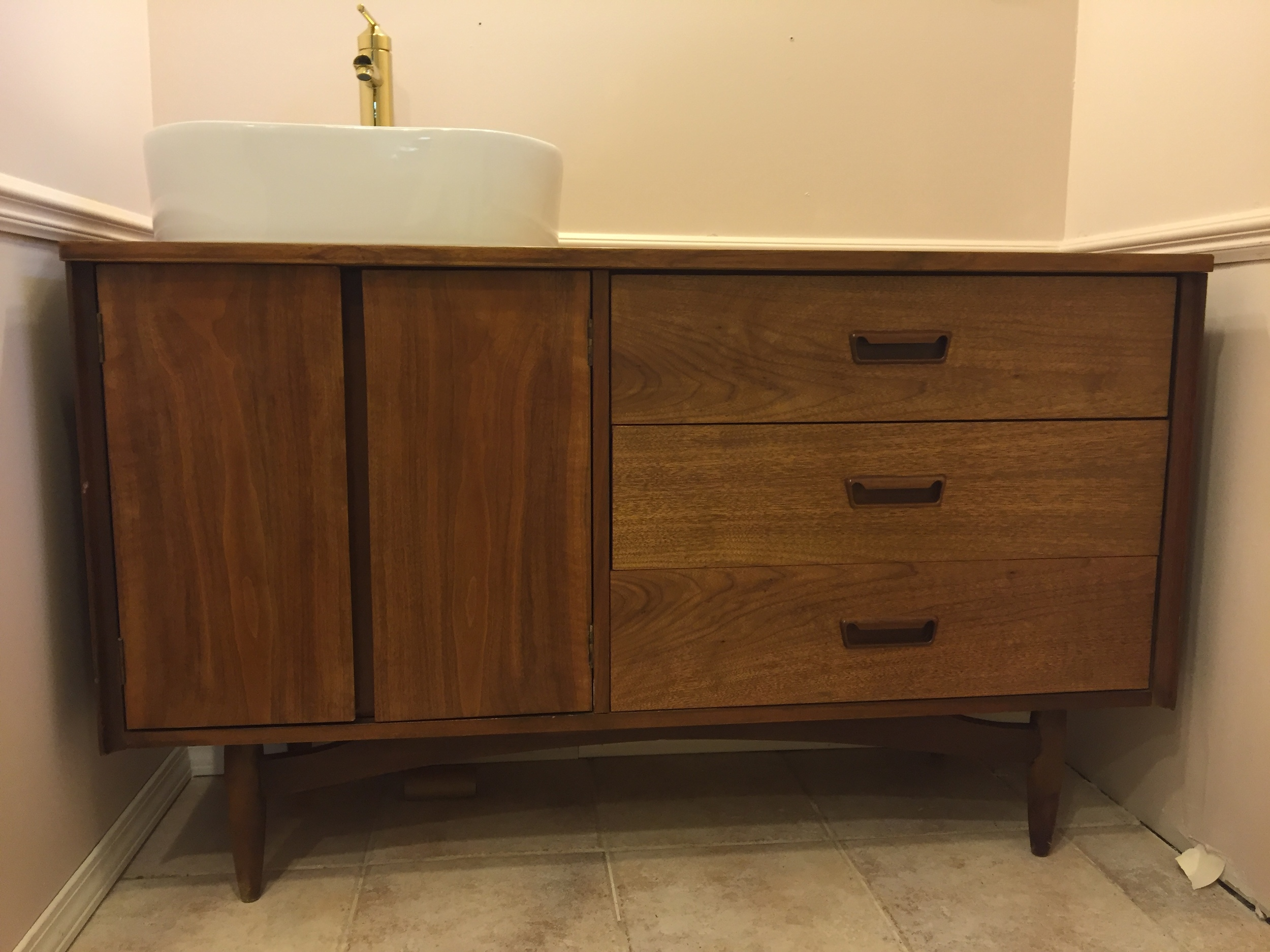 The finished vanity/sink/faucet! Yay!!!!