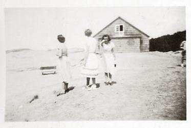 These sun-baked farm women