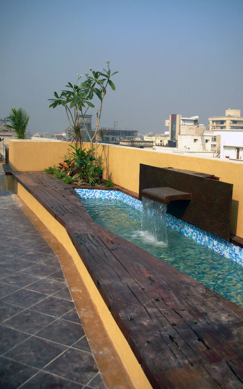 Water feature with cascading water along with sitting