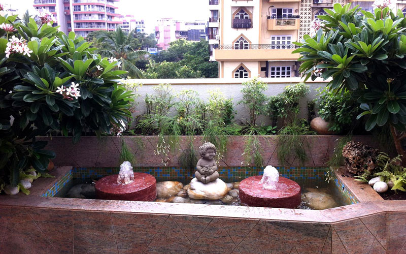 Water feature with sculpture and bubblers