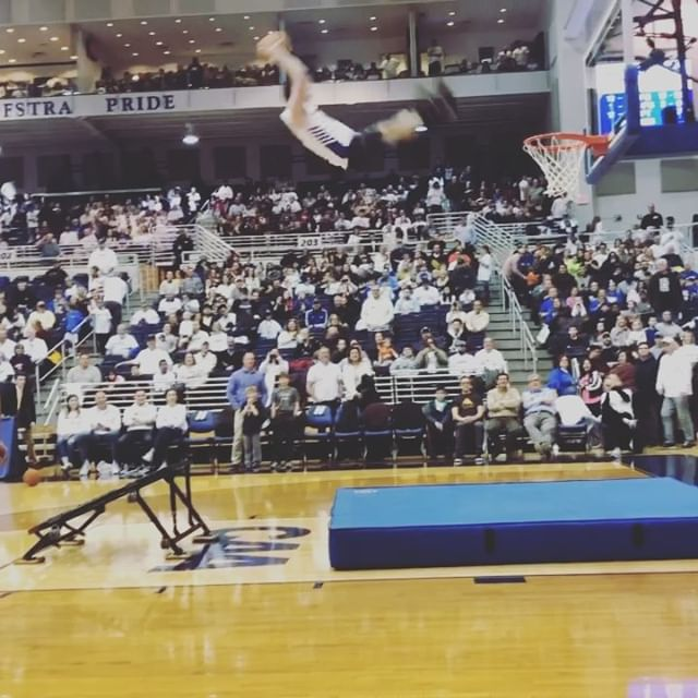 Just finished an amazing show @hofstrambb Thank you so much for having us. We can't wait to be back