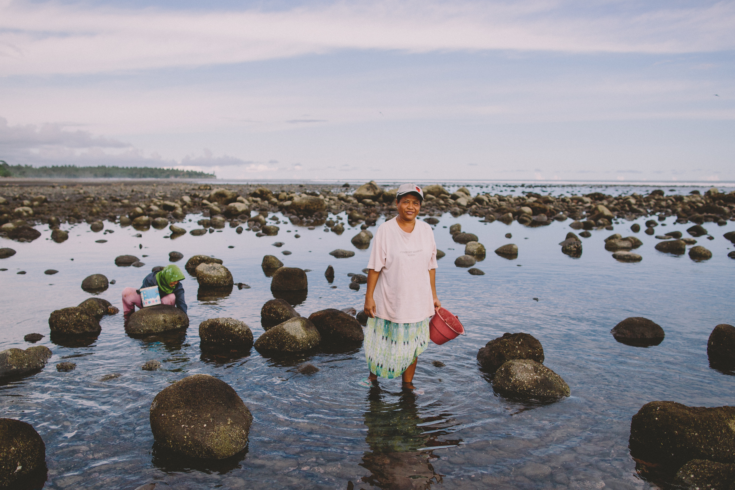 Bali_Indonesia_photo_journalism_shellfish_collecting_global_eyes_media_013.jpg