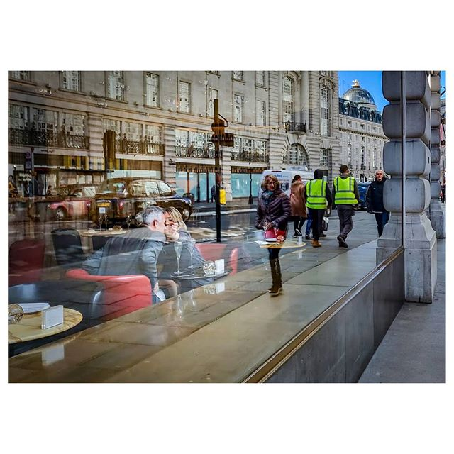 Taste it! . #oneplus6t #london #londonist #streetphotography #lensculturestreets #street_photography #streetphotographers #streetlife #streets #everybodystreet #photojournalism #peoplescreatives #lensculture #streetlife_award #streetdreamsmag #documentaryphotography #streetphotographer #documentaryphotographer #beststreets #reportagespotlight #everydayeverywhere #streetactivityteam #streetdreamsmag #fotograferjomblo #streetactivity #urbanandstreet #imaginatones #streettogether #bestofstreet