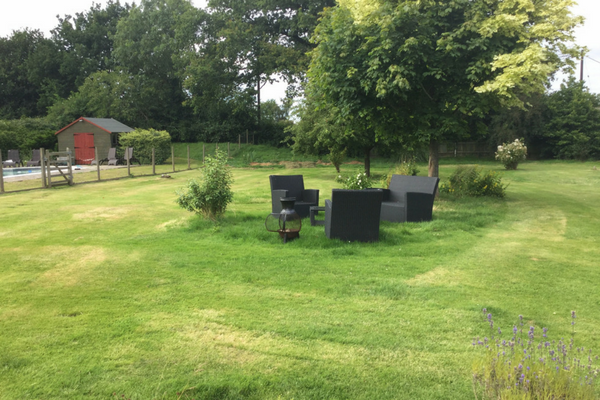 nightingale-fitness-retreat-ooutdoor-seating.png