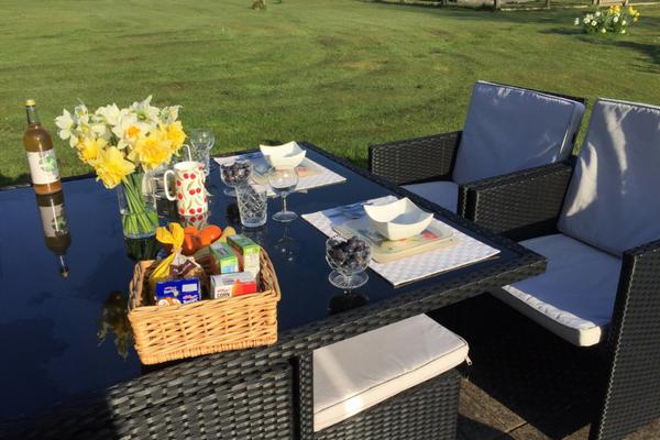 nightingale-fitness-retreat-outdoor-breakfast.png