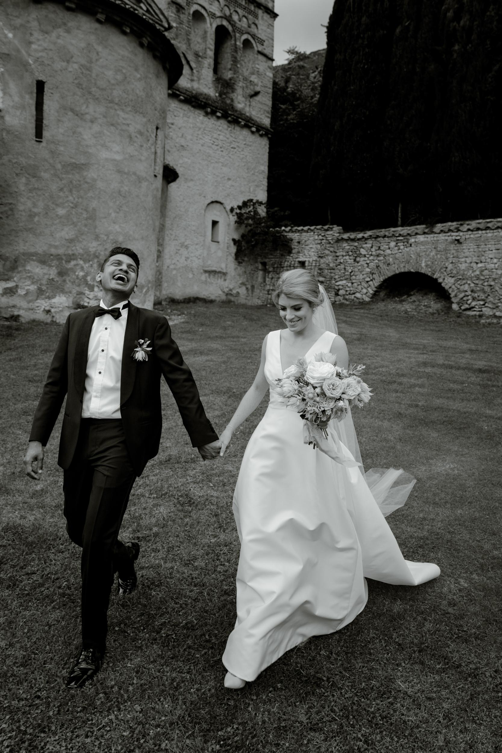 01_bride-groom-getting-married-italy.jpg