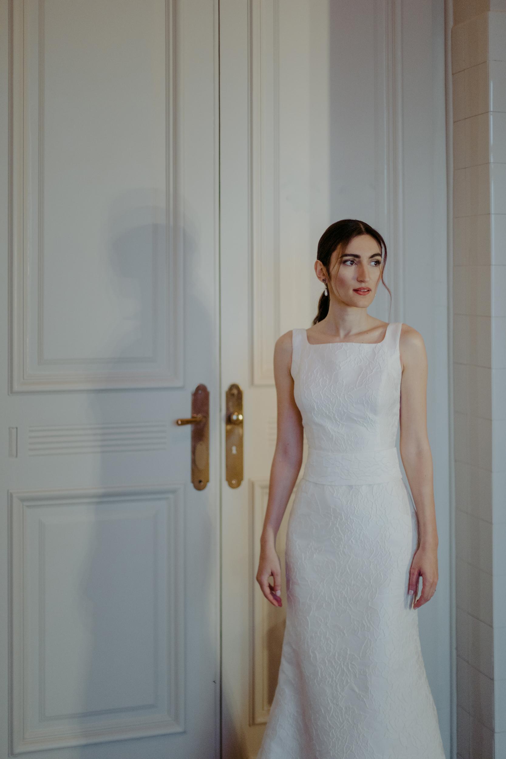 modern-ponytail-bride.jpg