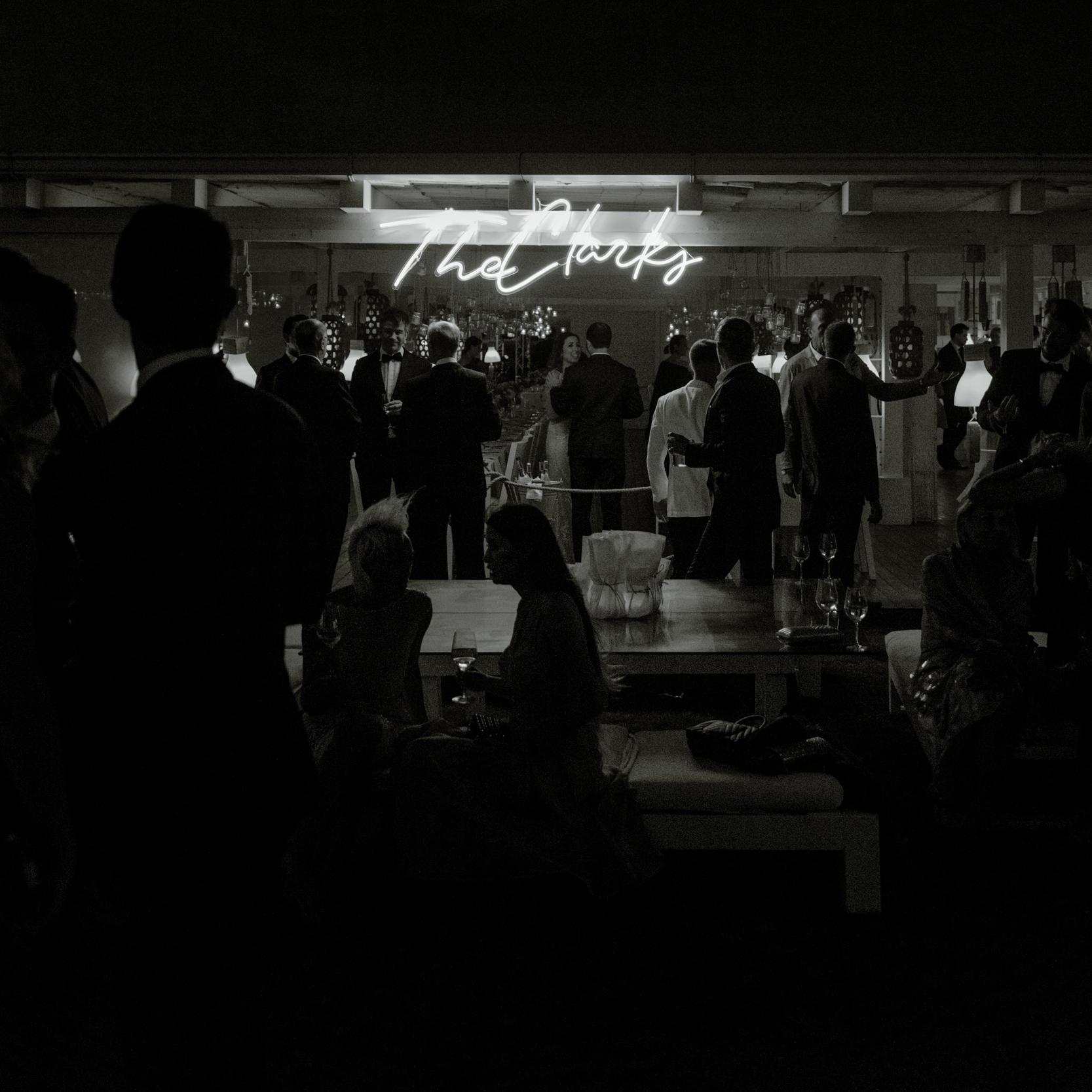 neon-sign-luxury-wedding-ideas.jpg