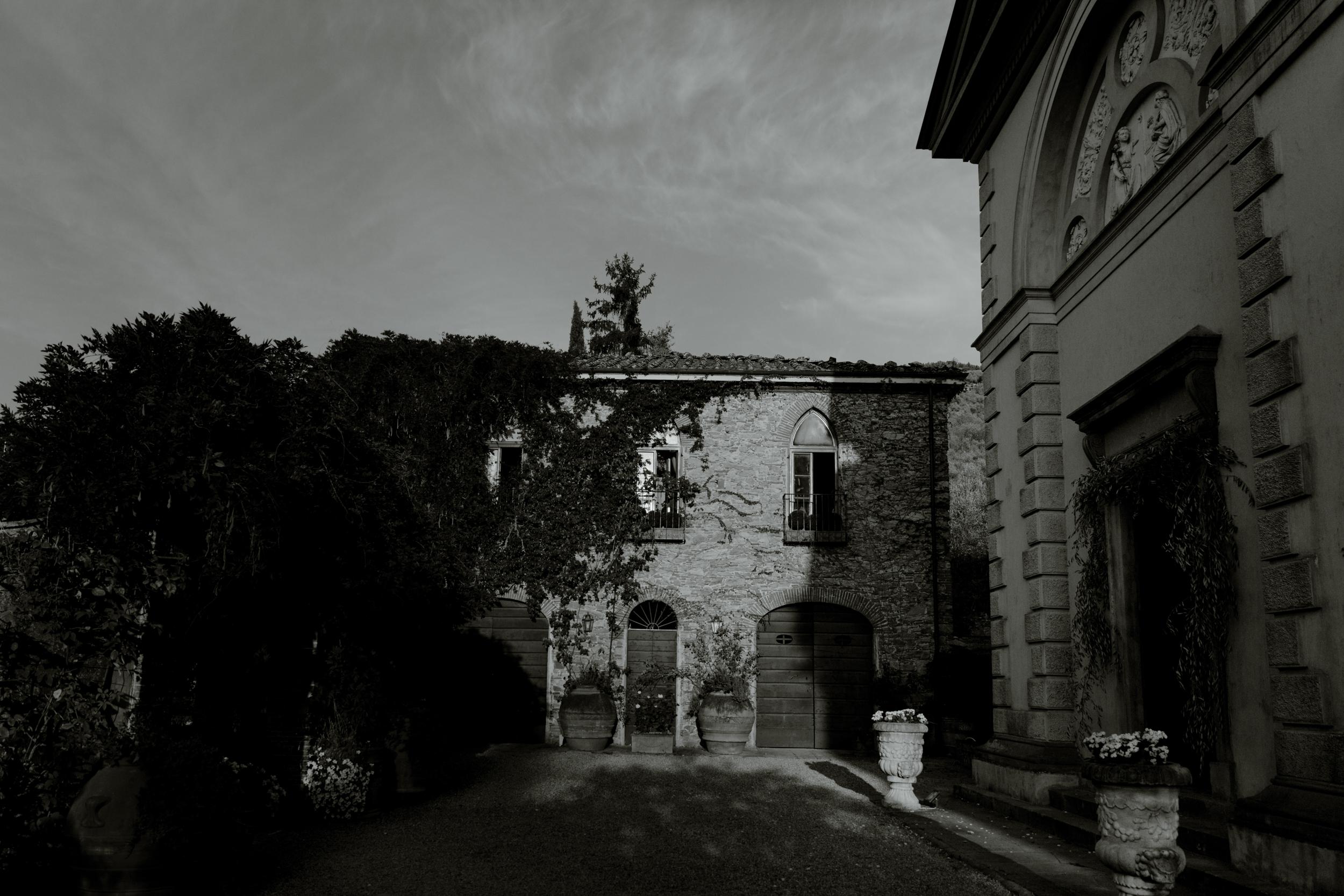 villa-in-tuscany.jpg