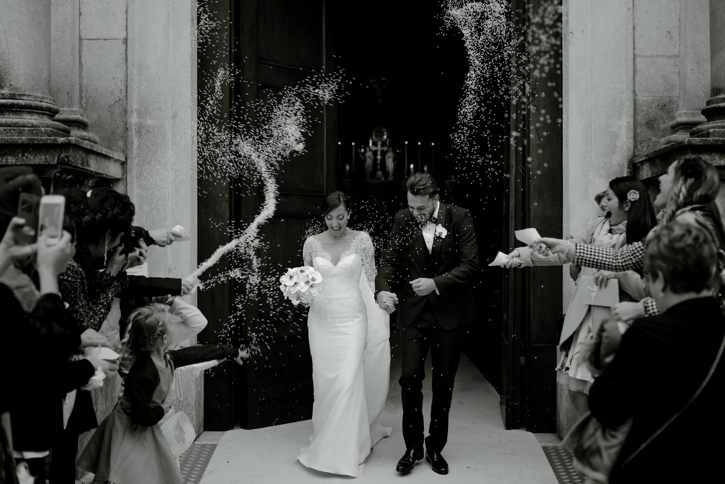 confetti-toss-outside-church.jpg