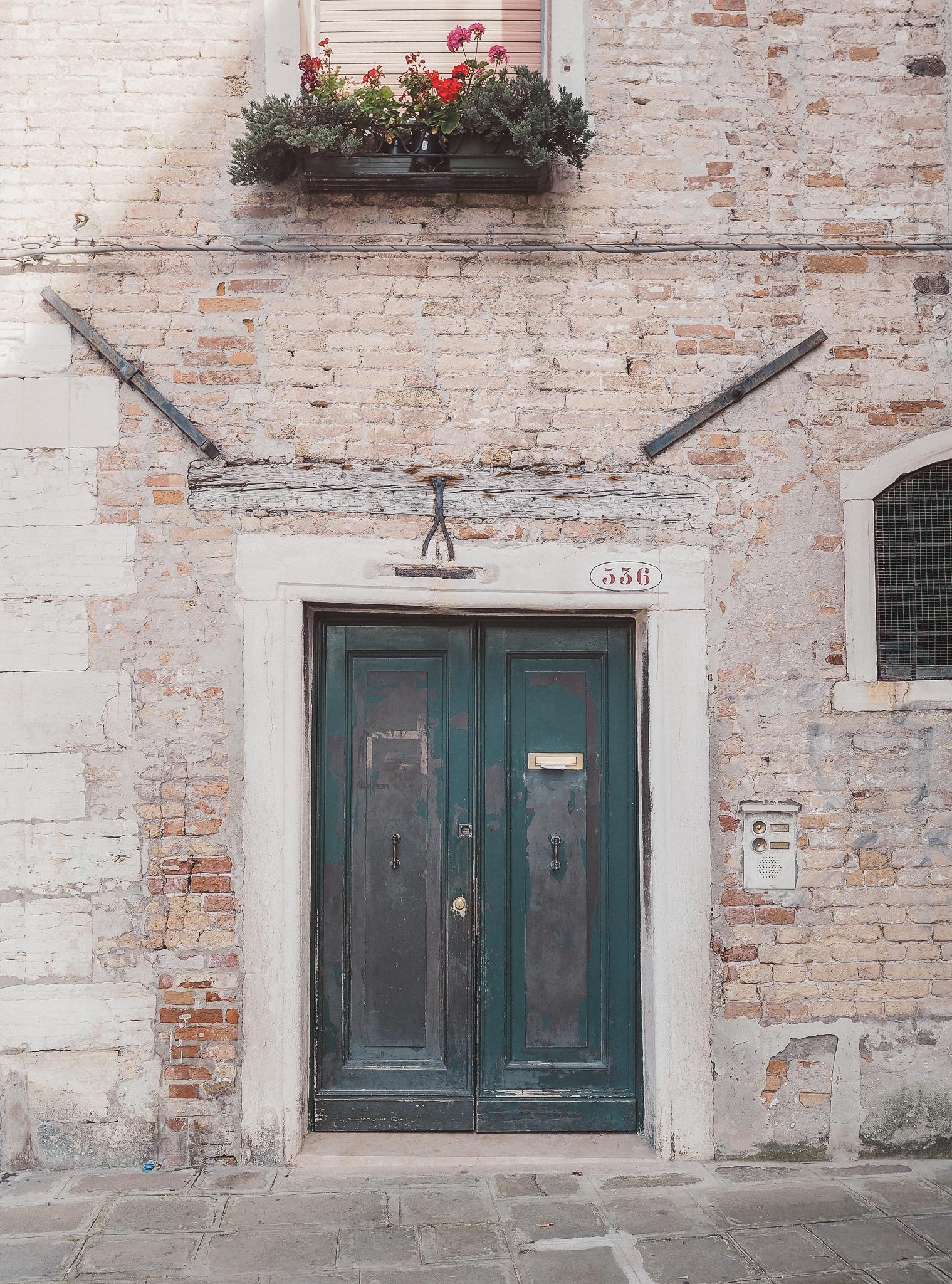 Venice-Burano-Italy-1.jpg