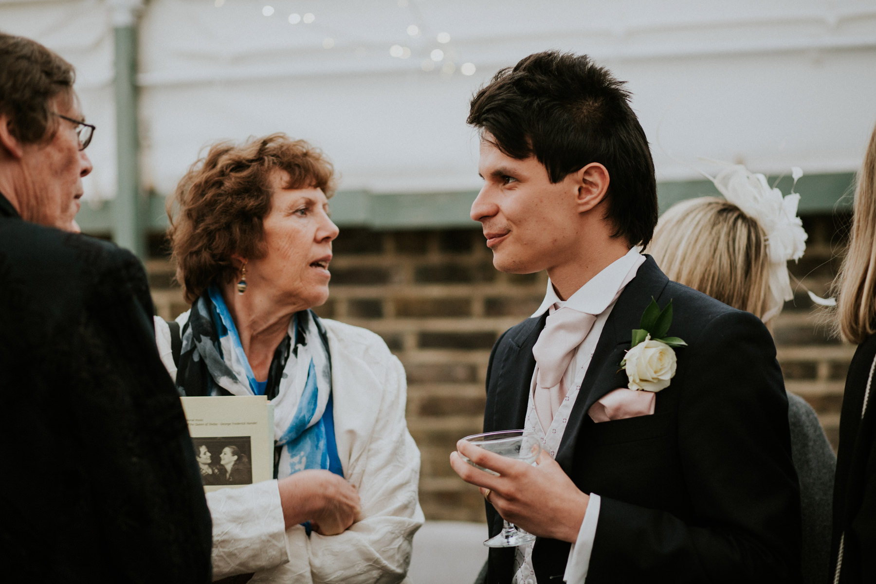 LD-571-Metro-Clapham-Wedding-guest-candid-unposed-photos.jpg