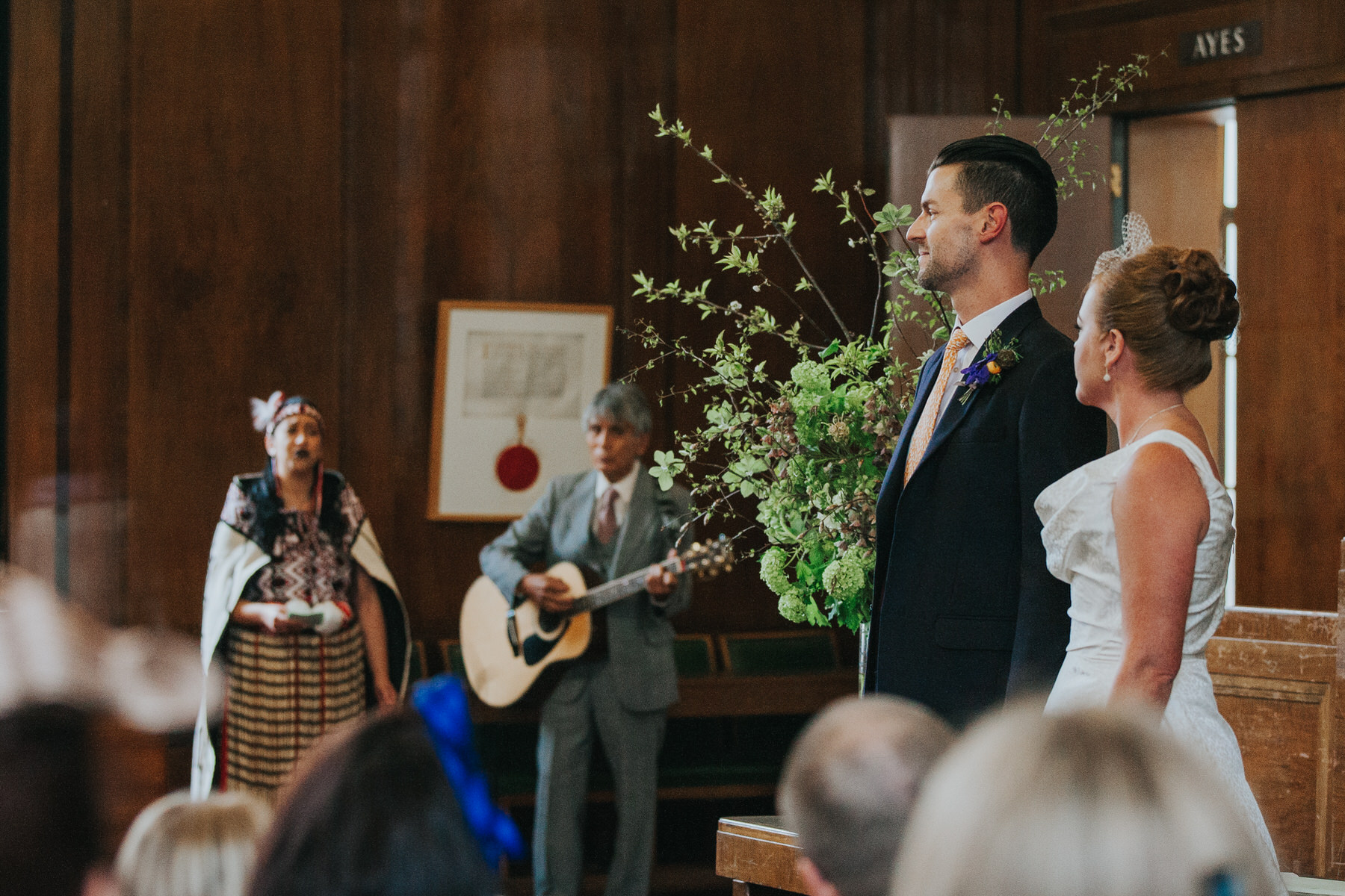 MS-Londesborough-Pub-wedding-Hackney-alternative-photographer-120-bride-groom-watch-traditional-new-zealand-singers.jpg