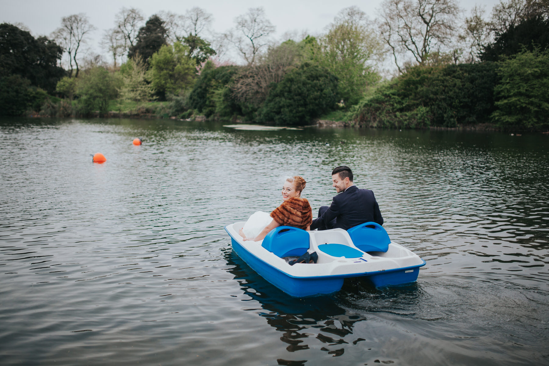 184-Victoria-park-alternative-wedding-couple-pedalo.jpg