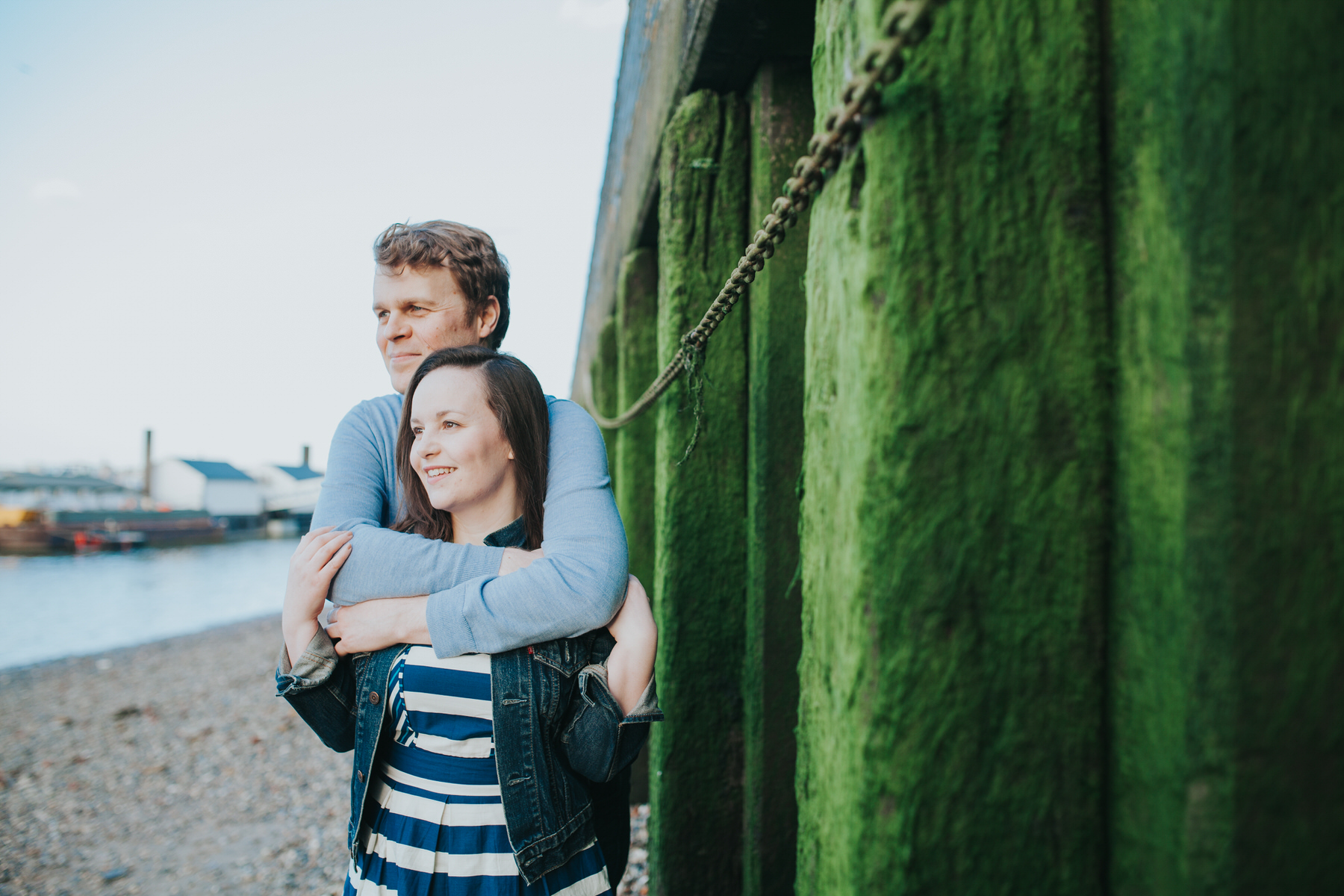 11-Quirky-engagement-London-green-moss-background.jpg