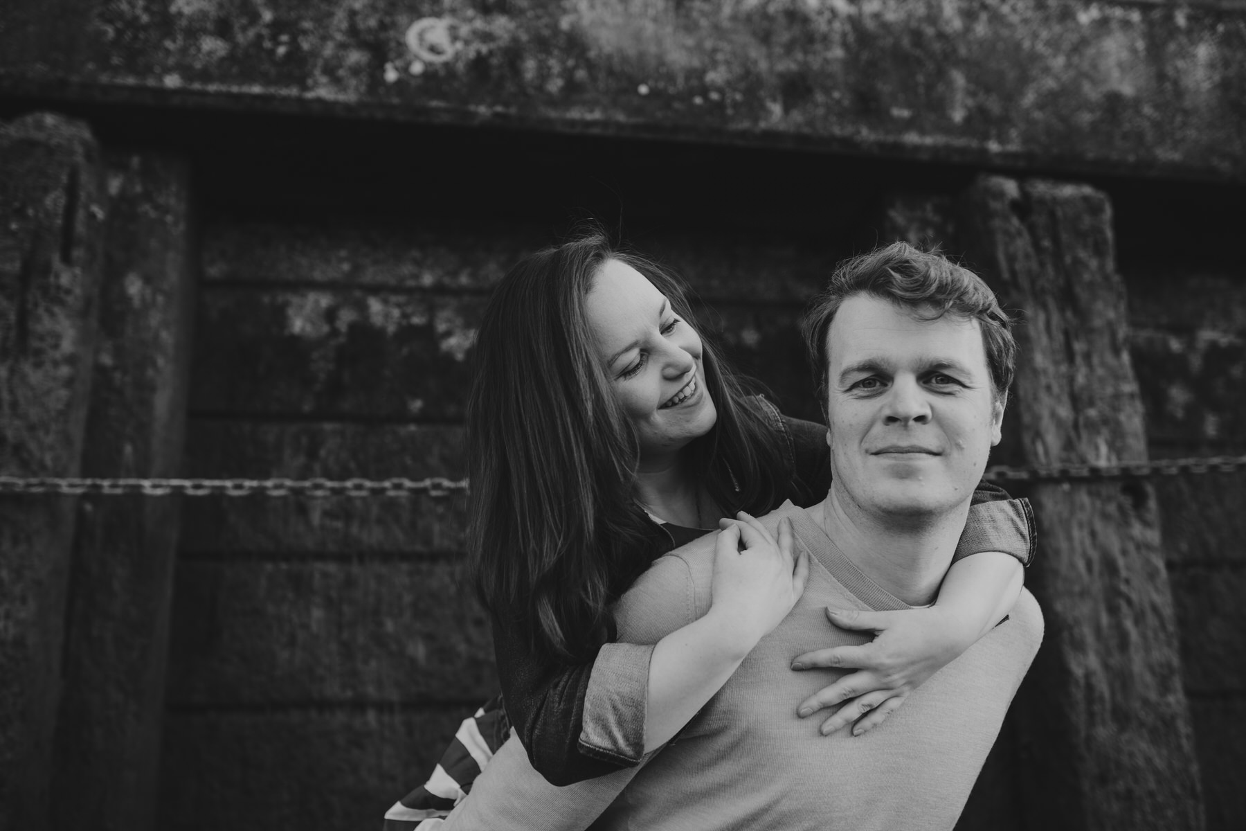 23-Quirky-engagement-London-piggy-back-couple-pose.jpg