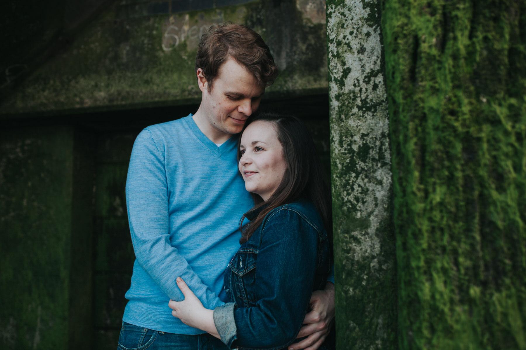 51-Quirky-engagement-London-romantic-pose-idea.jpg