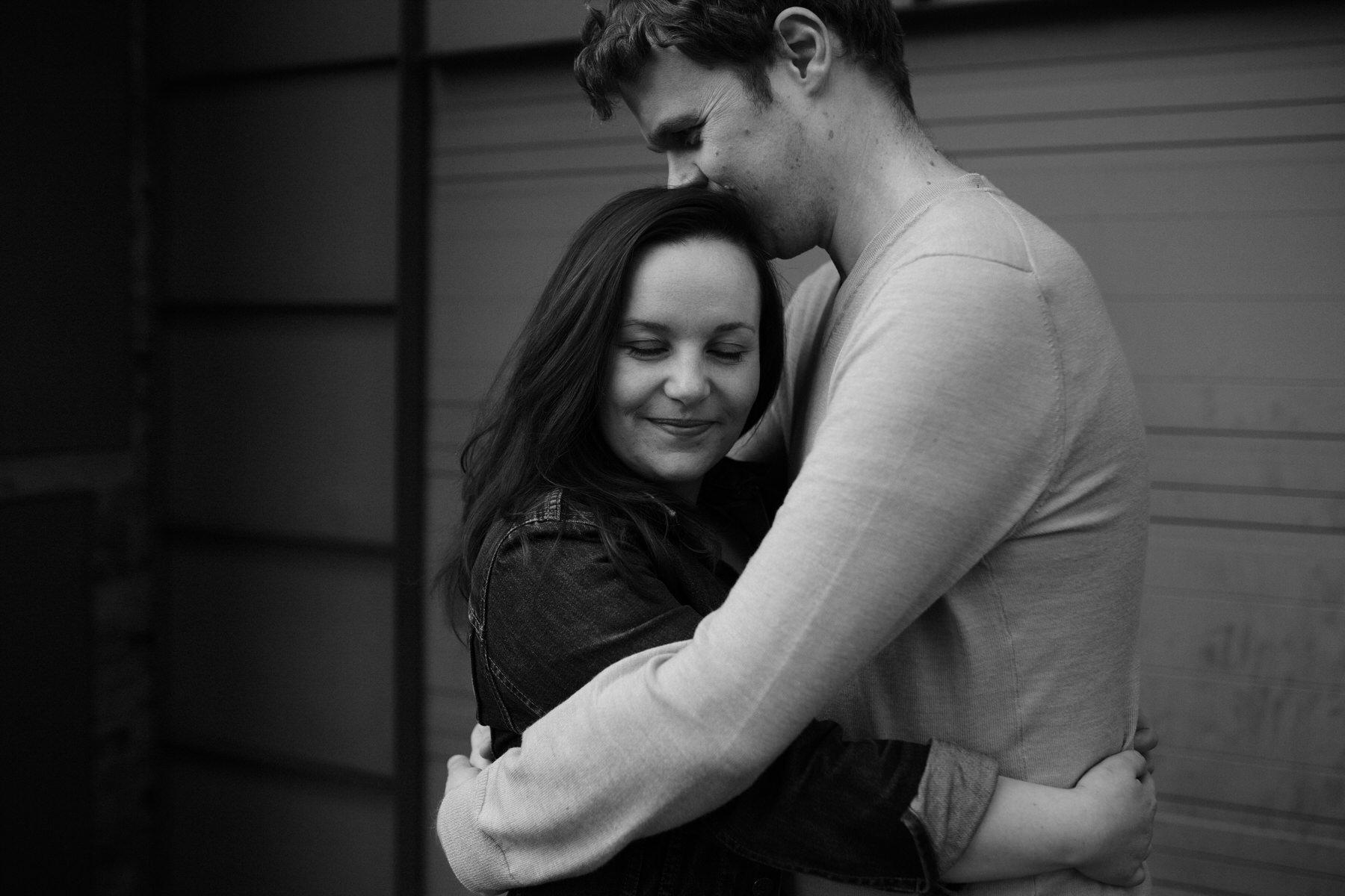 75-Quirky-engagement-London-romantic-embrace-BW.jpg
