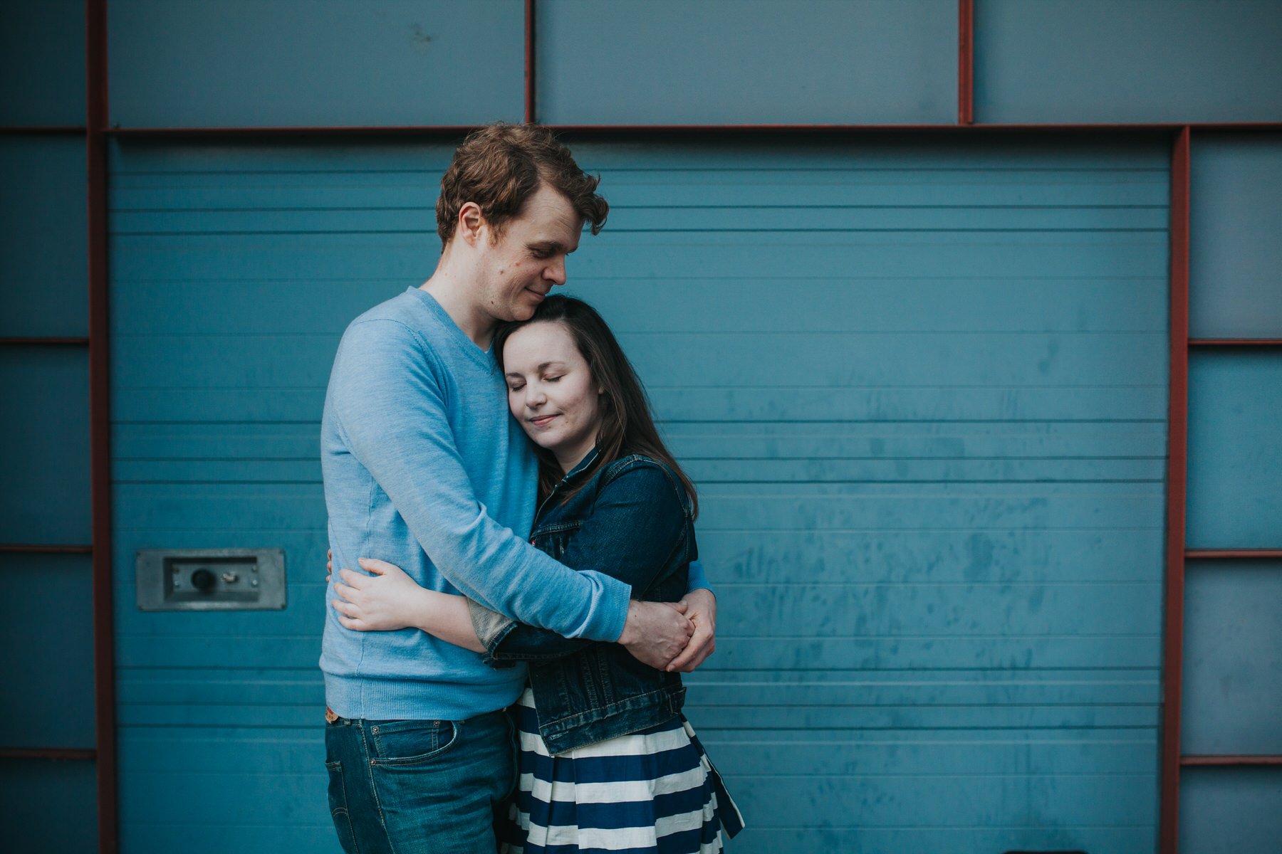 80-Quirky-engagement-London-peaceful-romantic-hug-blue-background.jpg