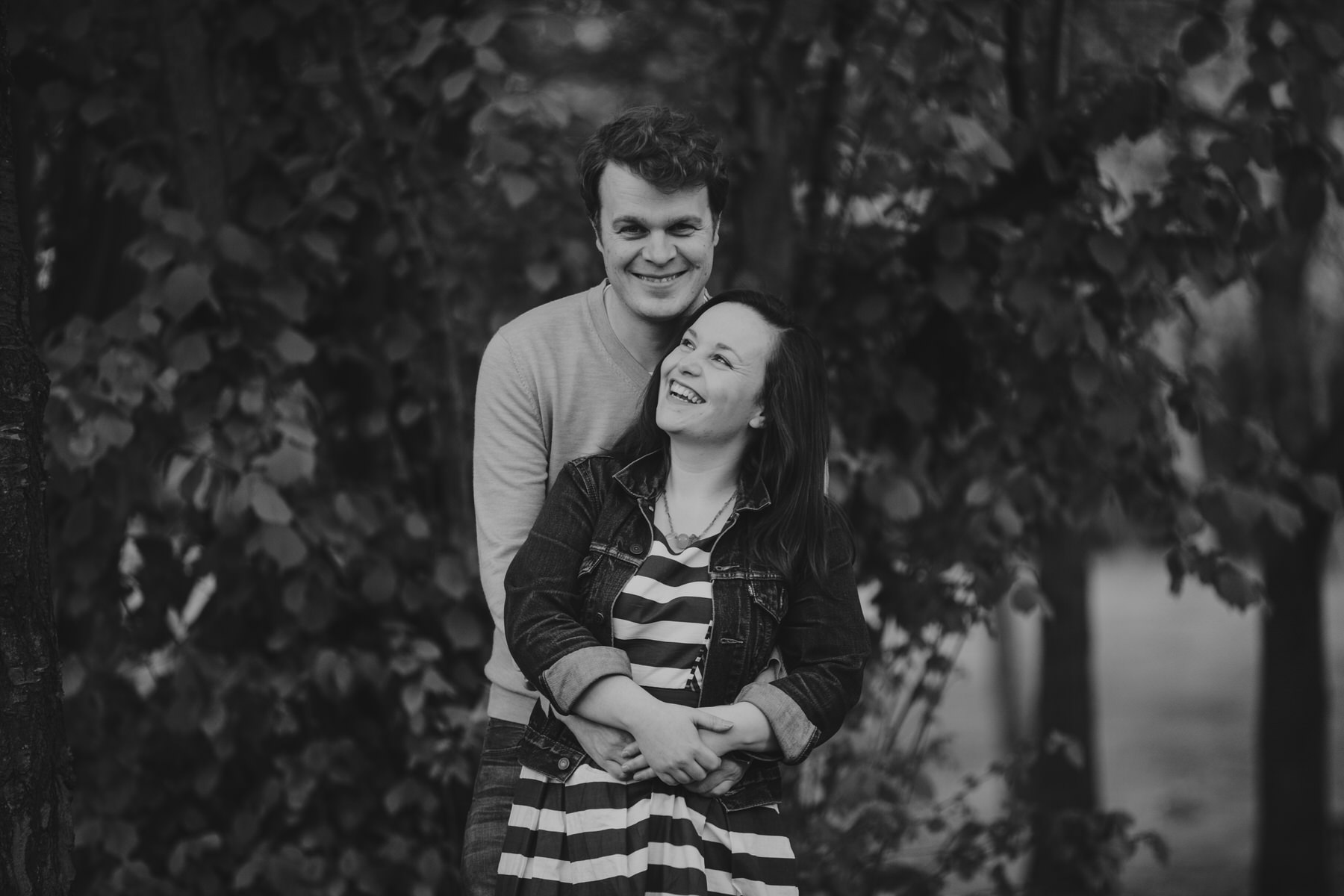 86-Quirky-engagement-London-BW-laughing-portraits.jpg