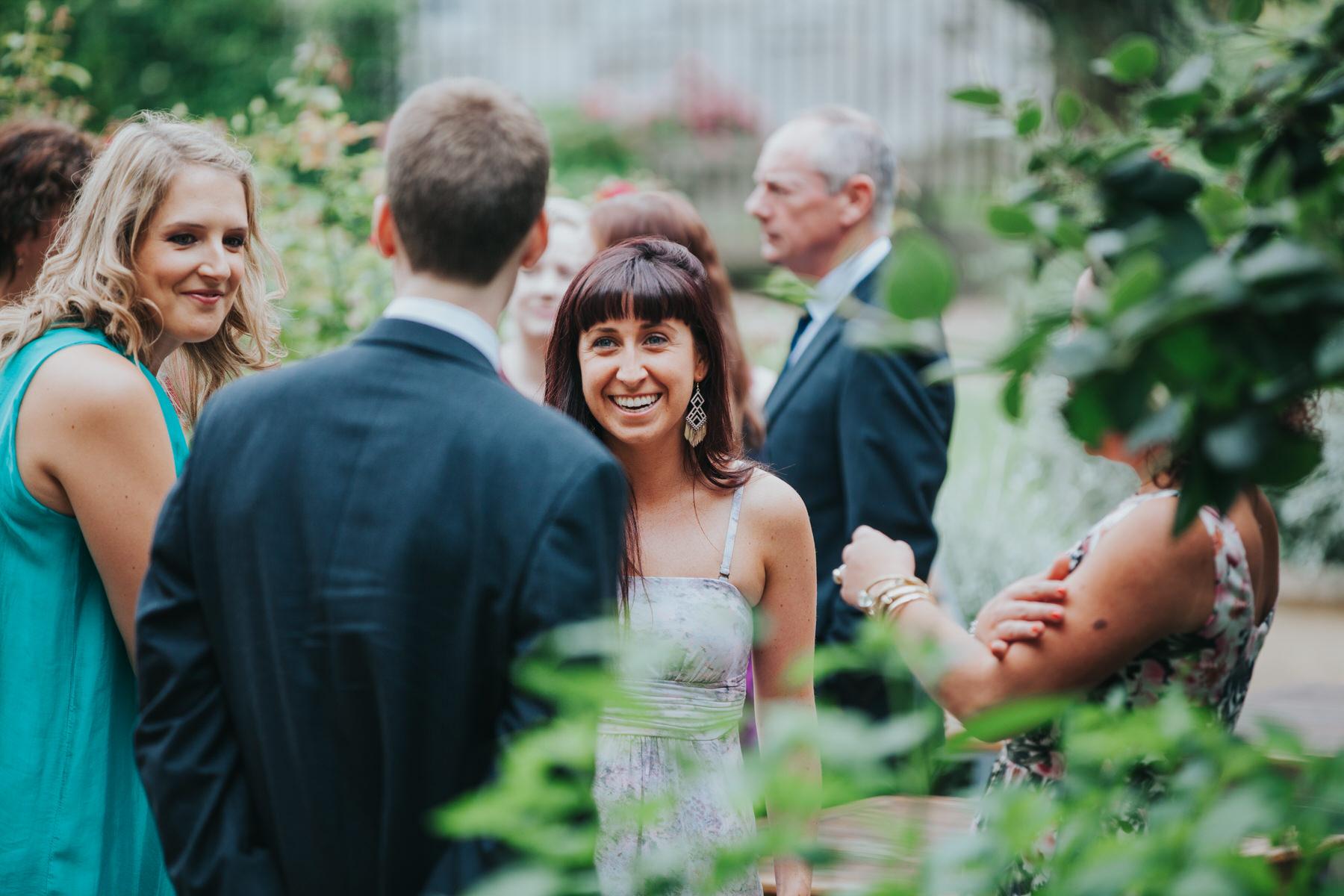 68-London-Wedding-Middle-temple-guests-arrive-candids.jpg