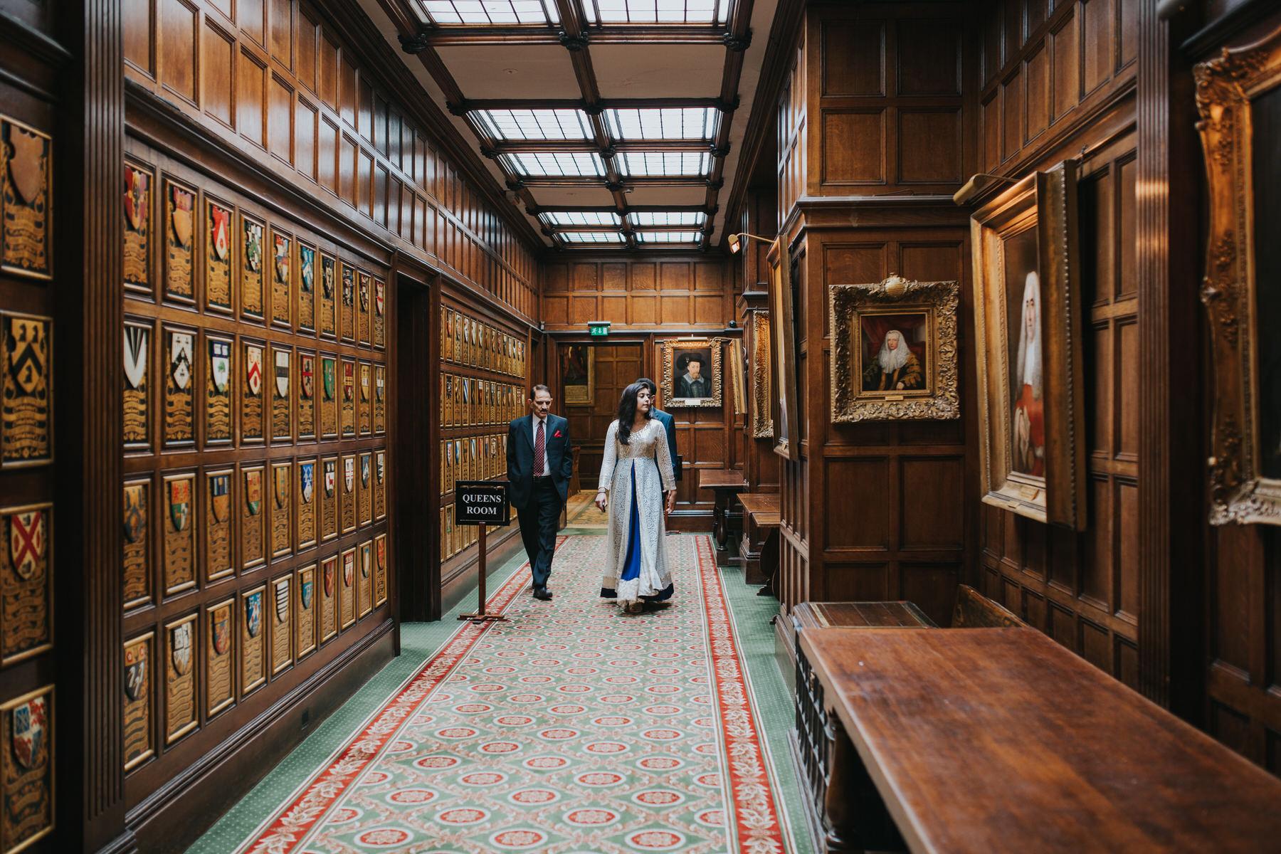 71-London-Wedding-Middle-temple-hallway-reportage-photographer.jpg