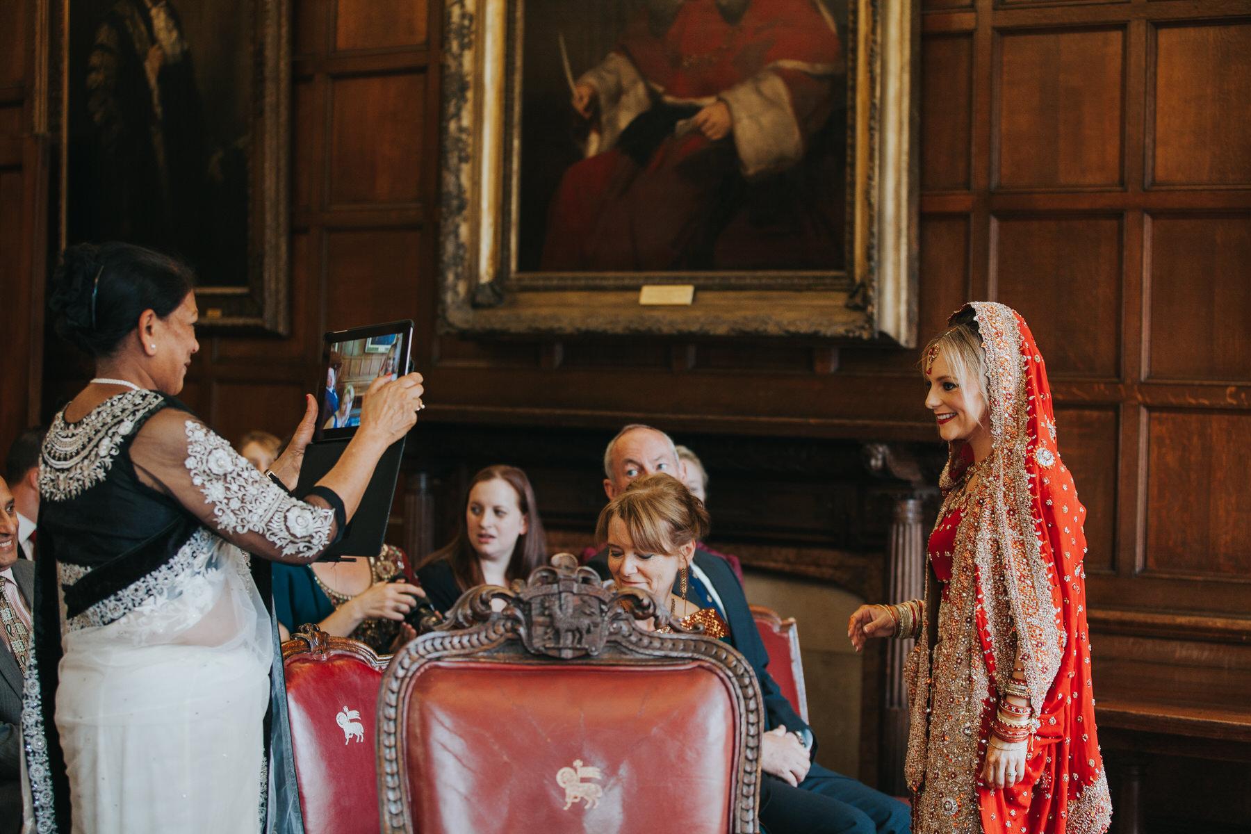 78-London-Wedding-Middle-temple-ipad-snaps-bride-ceremony-reportage.jpg