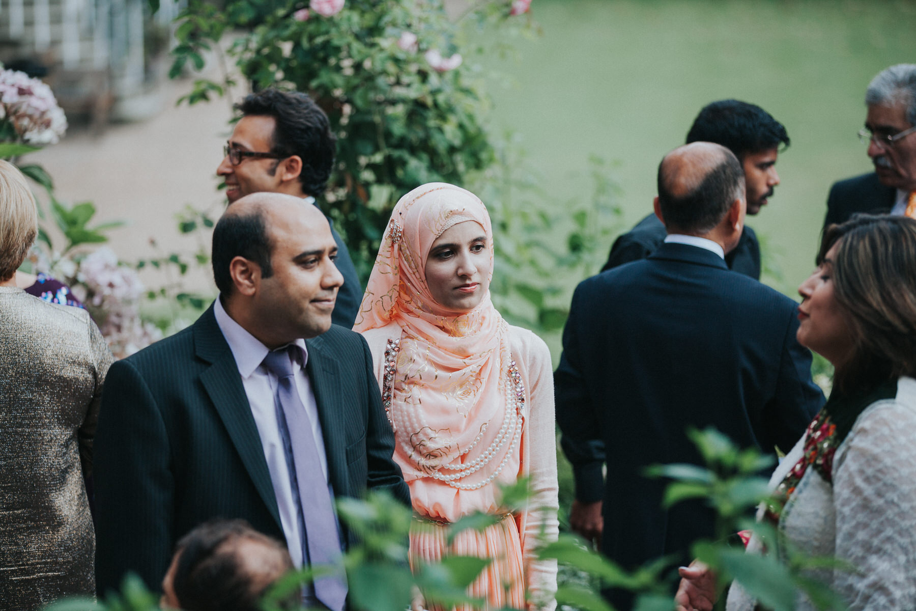 127-Anglo-Asian-Wedding-Middle-temple-guests-garden-photos.jpg