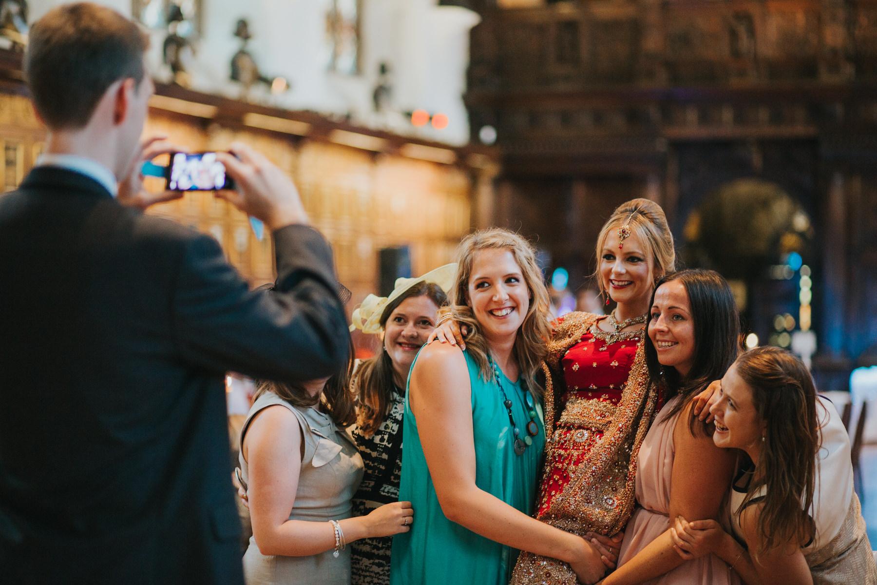 220-bride-wedding-guest-selfie-girlfriends.jpg
