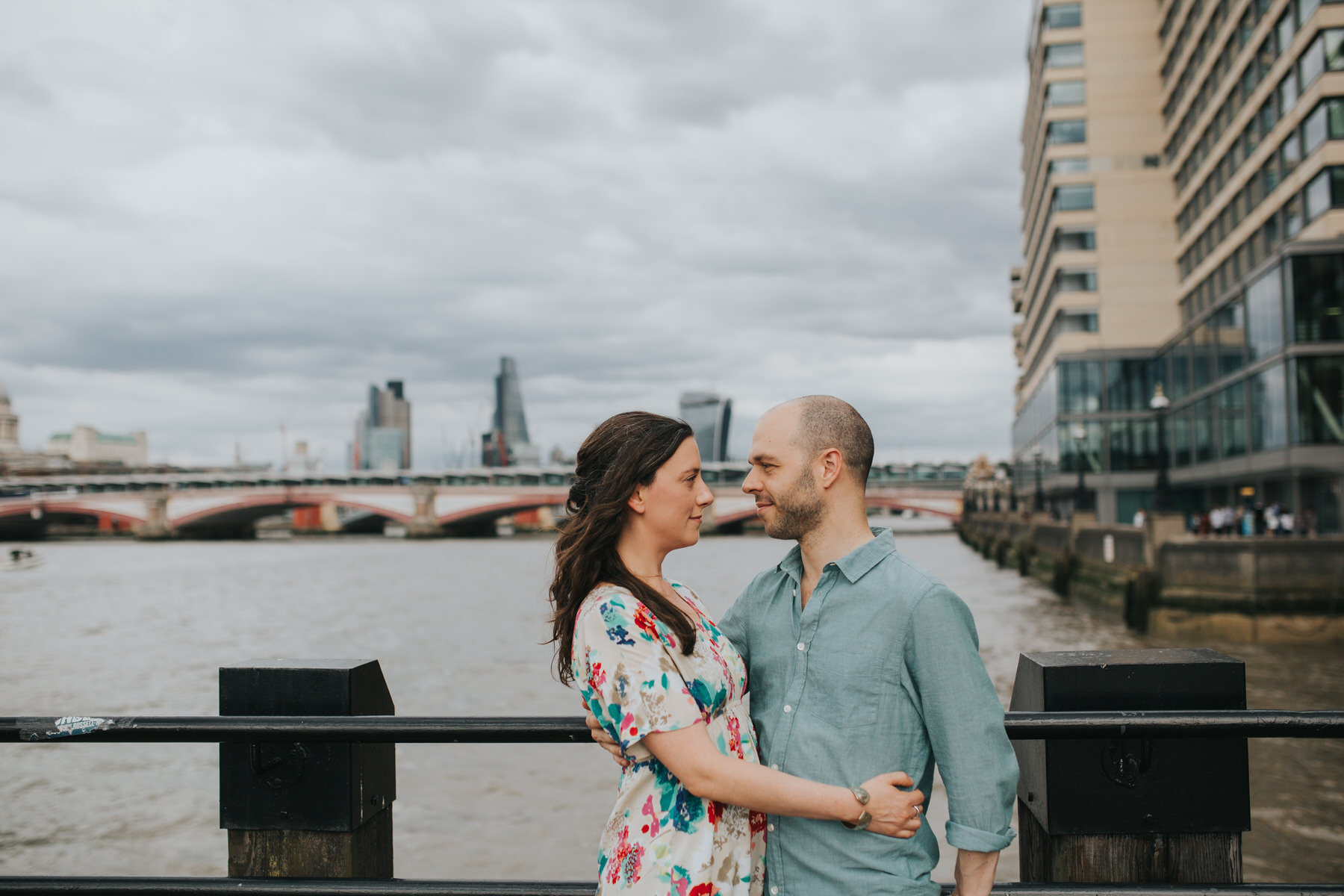 19-couple engagement photos on Thames riverside_.jpg