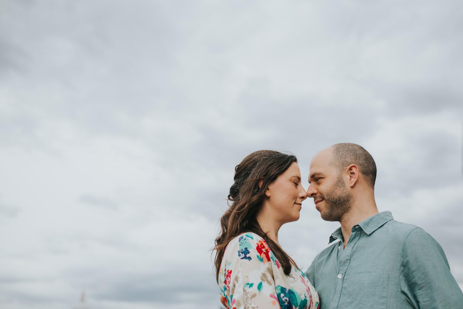 21-couple engagement photos on Thames riverside_.jpg