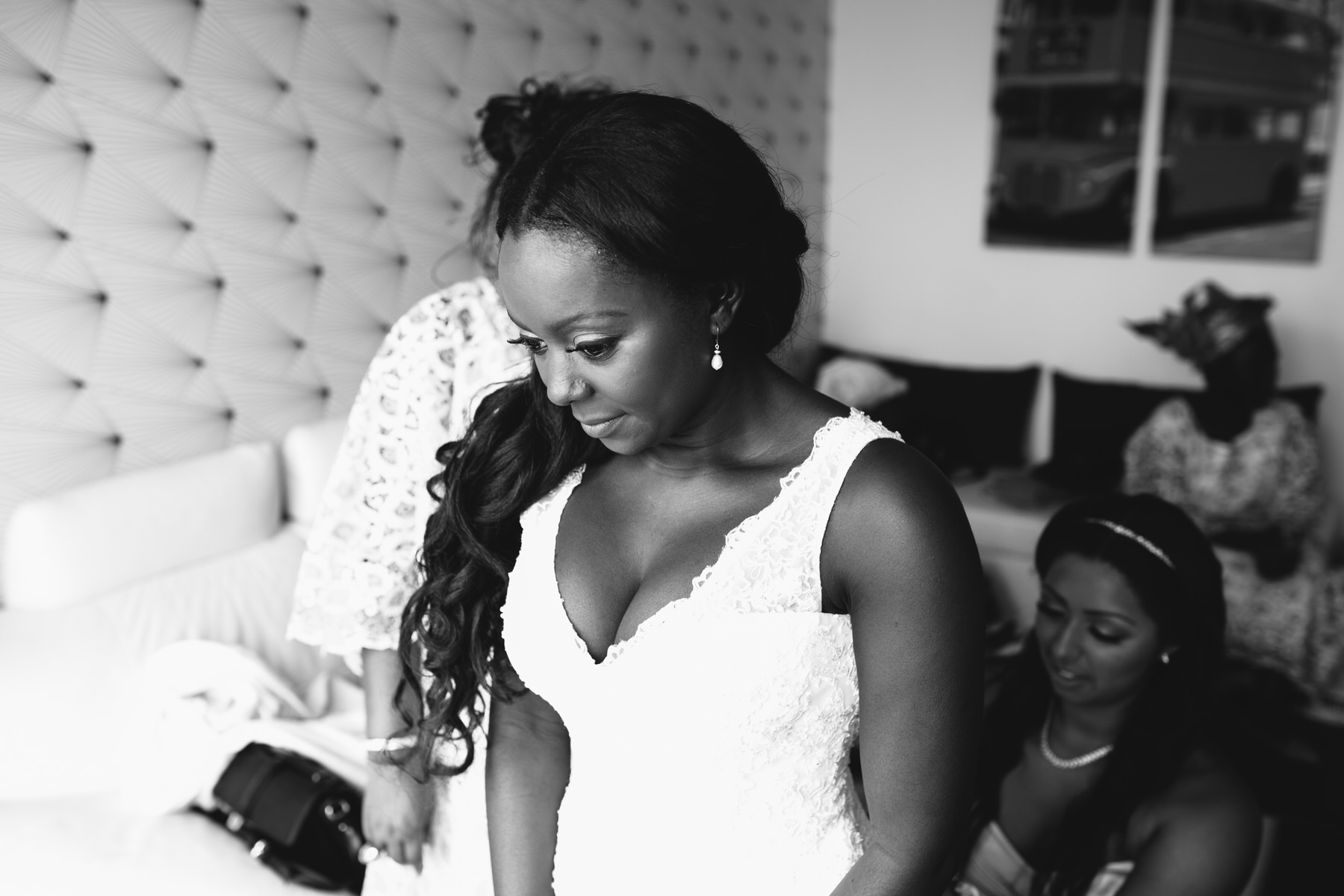43- bnw bridal preparations London reportage photographer.jpg