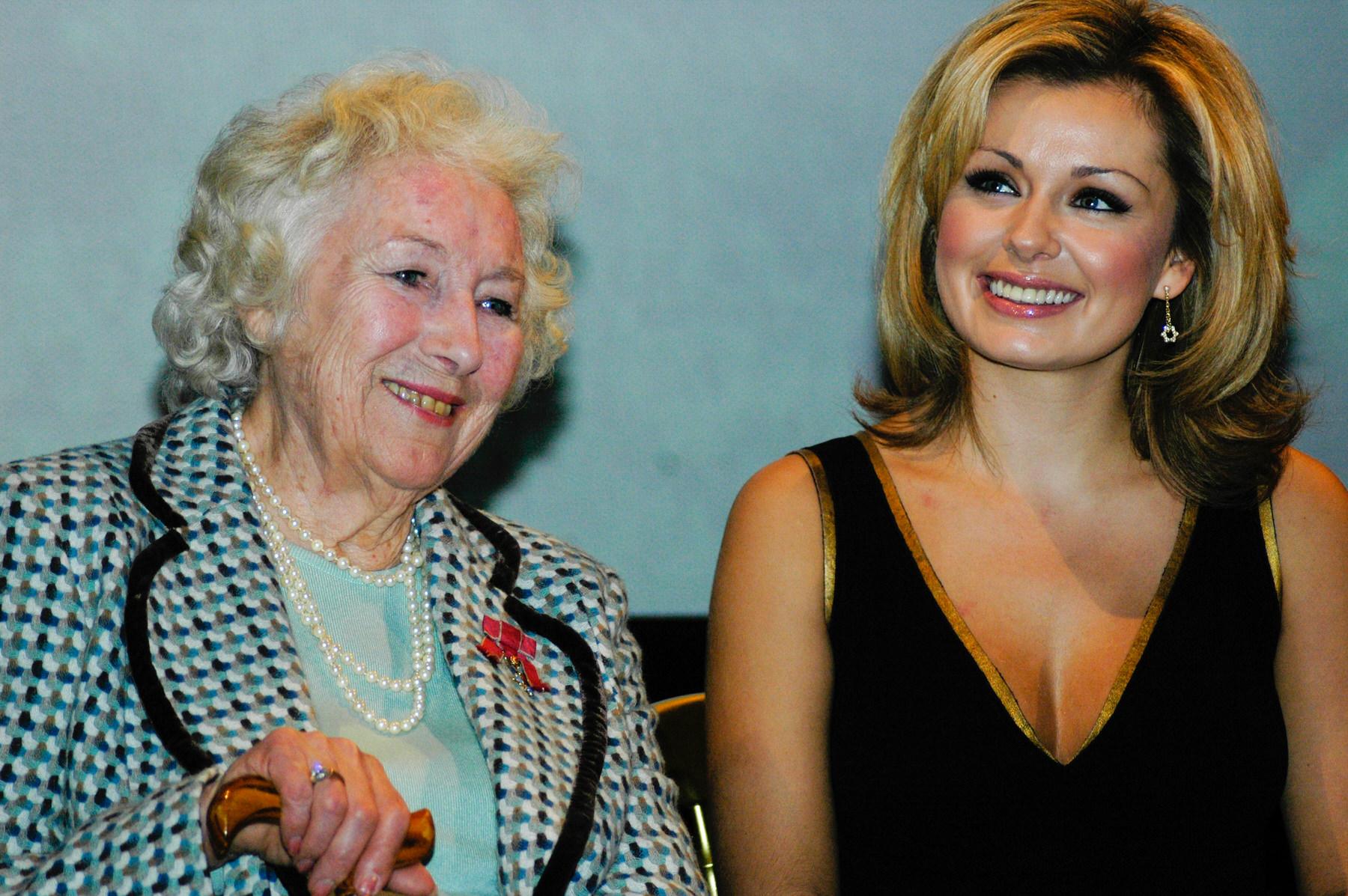 23-Dame Vera Lynn 90th birthday Imperial war Museum Katherine Jenkins.jpg
