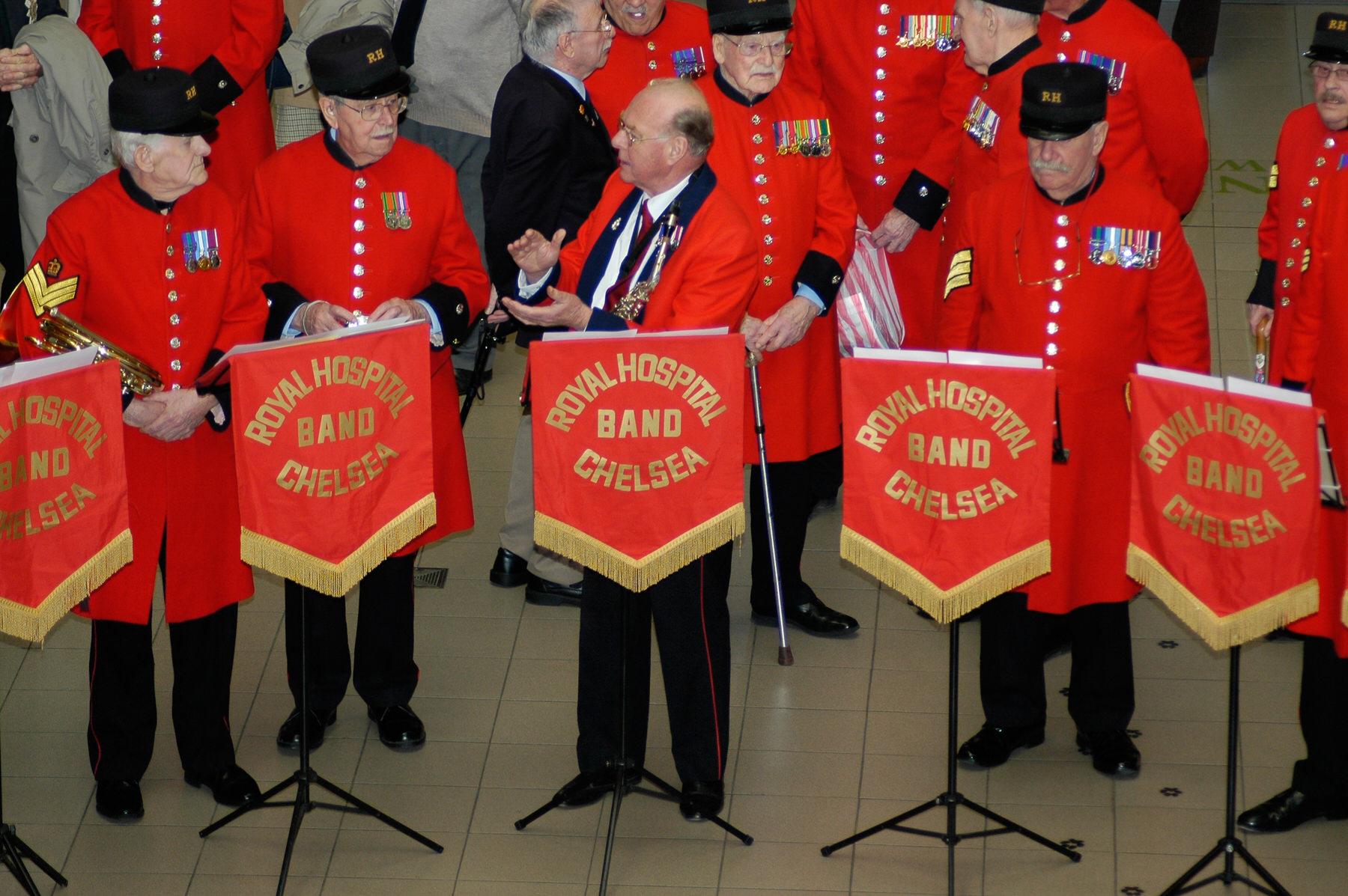 34-Dame Vera Lynn 90th birthday Imperial war Museum Royal Hospital Band Chelsea.jpg