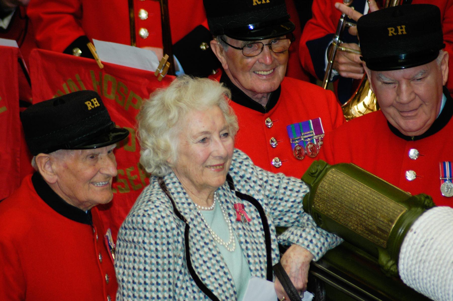 38-Dame Vera Lynn 90th birthday Imperial war Museum.jpg