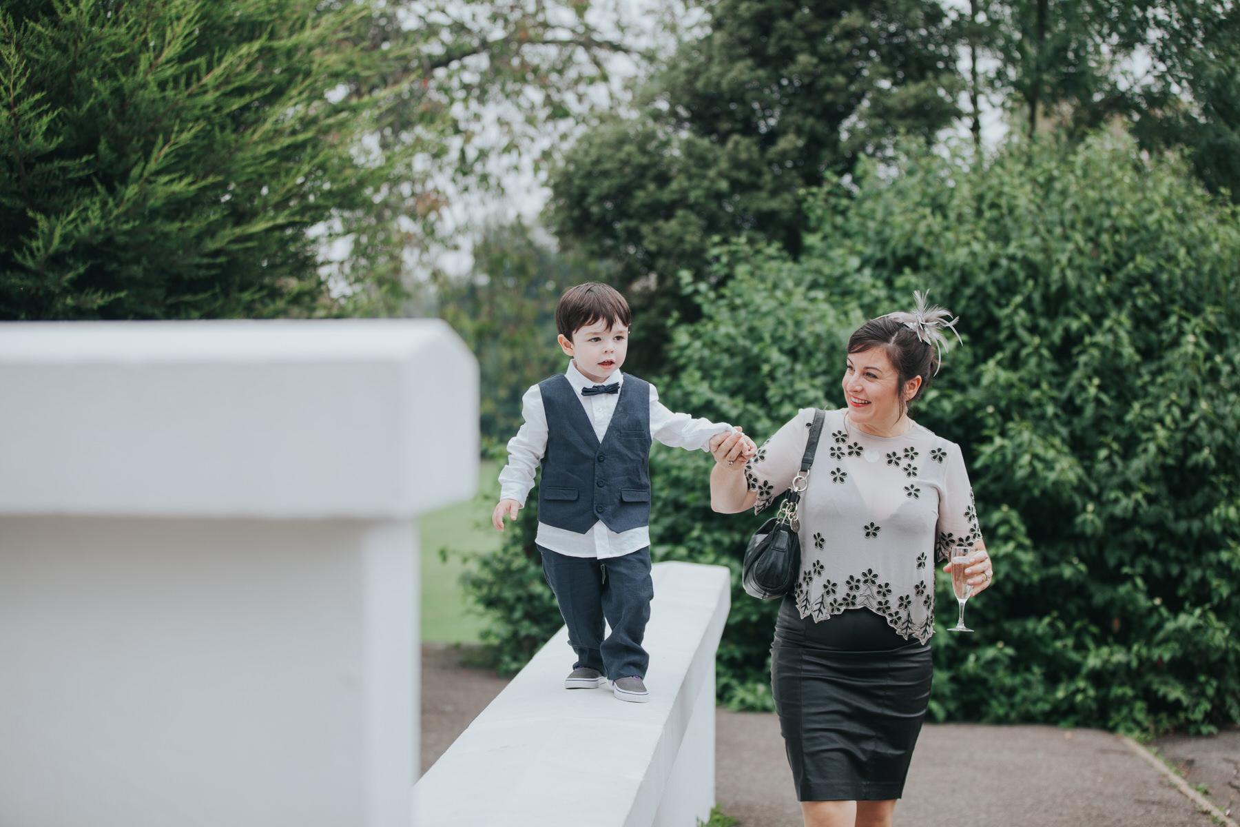 212 documentary style wedding guest reportage.jpg
