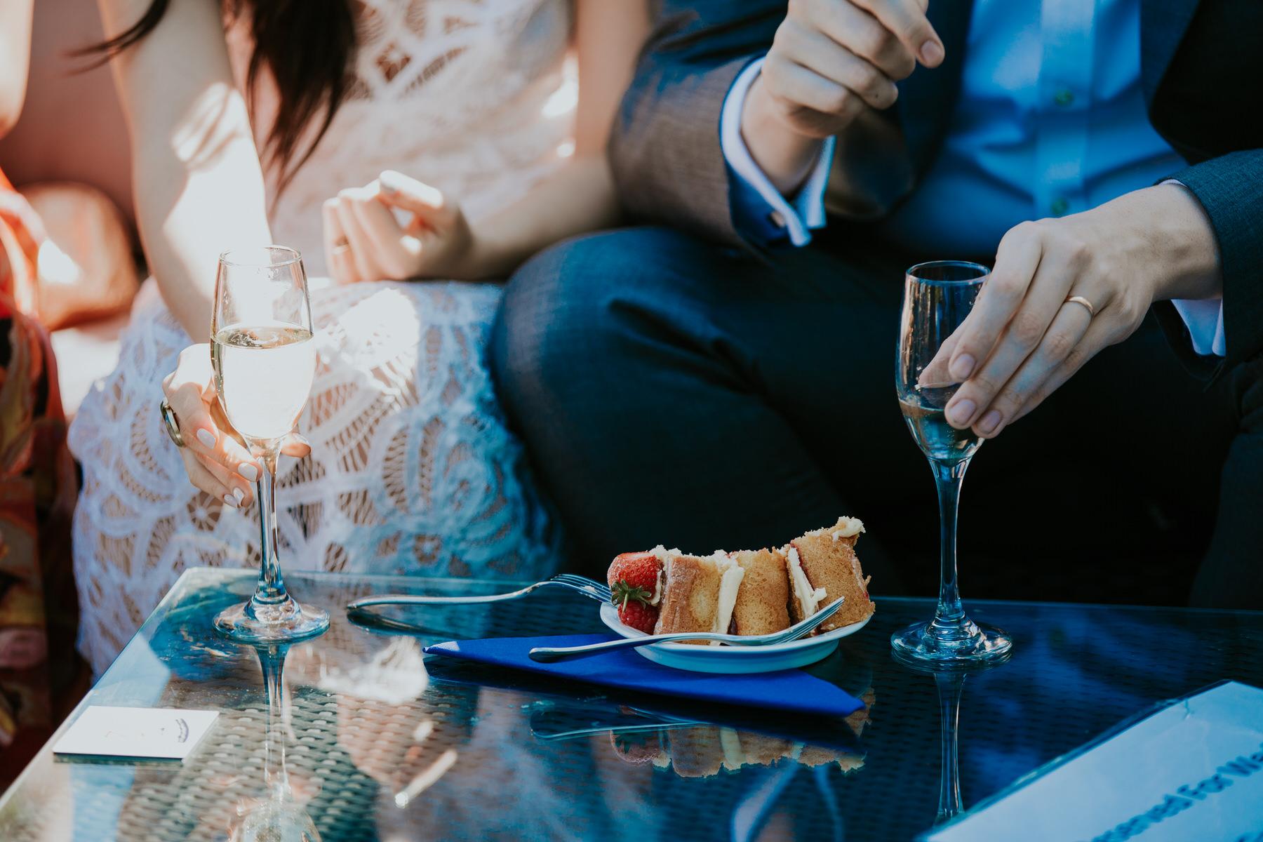 560 bride groom eating cake drinking champagne reportage wedding.jpg
