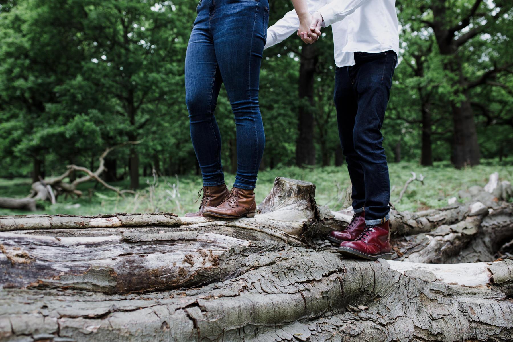 25-romantic London forest engagement shoot.jpg