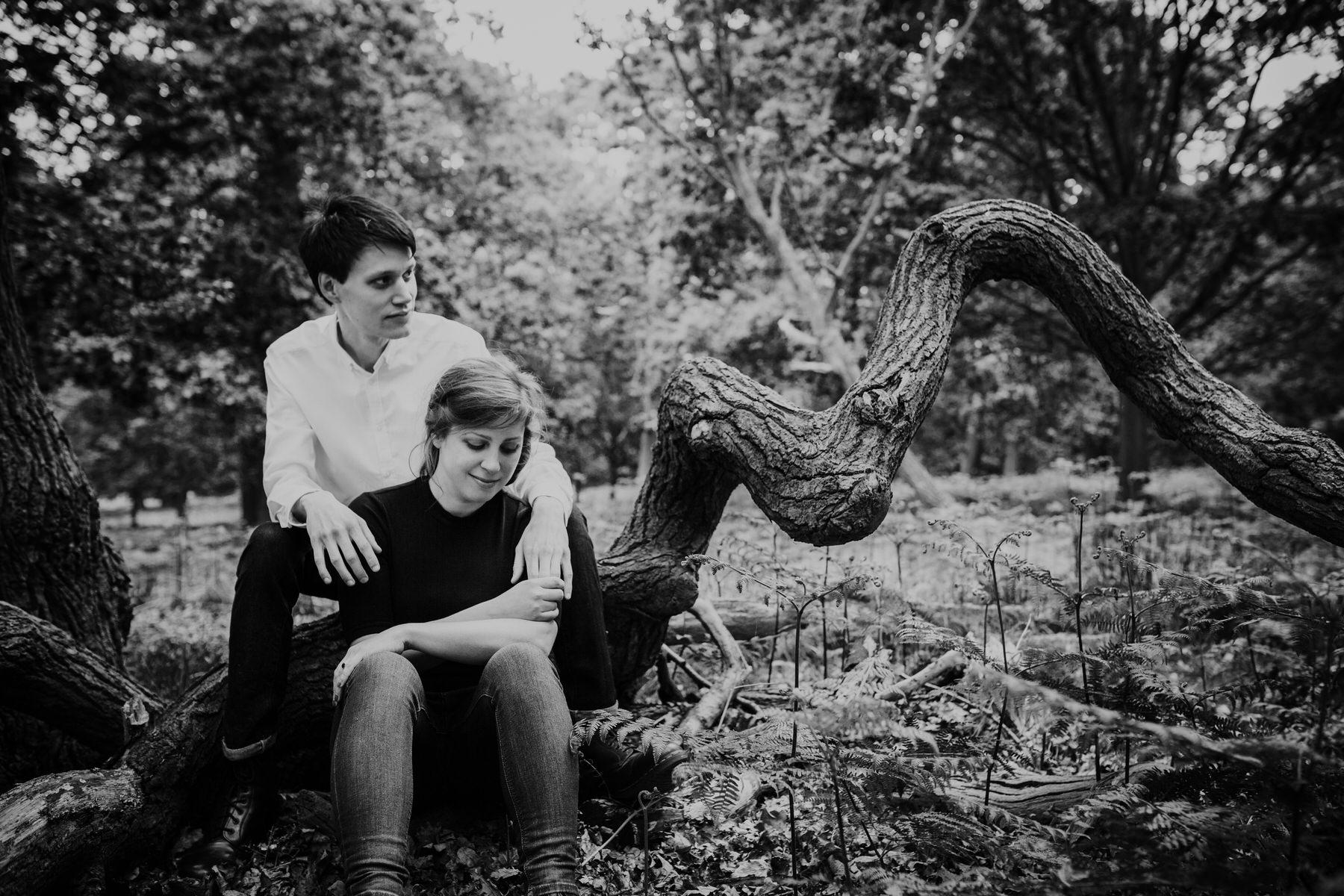 34-romantic London forest engagement shoot.jpg