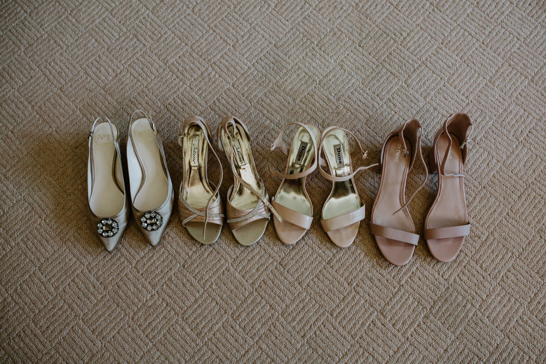 25 bridesmaids shoes reportage wedding photographer.jpg