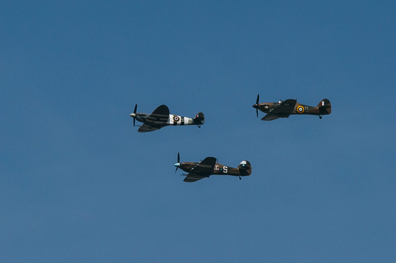 30 Spitfires flyover Thames london prewedding engagement shoot.jpg