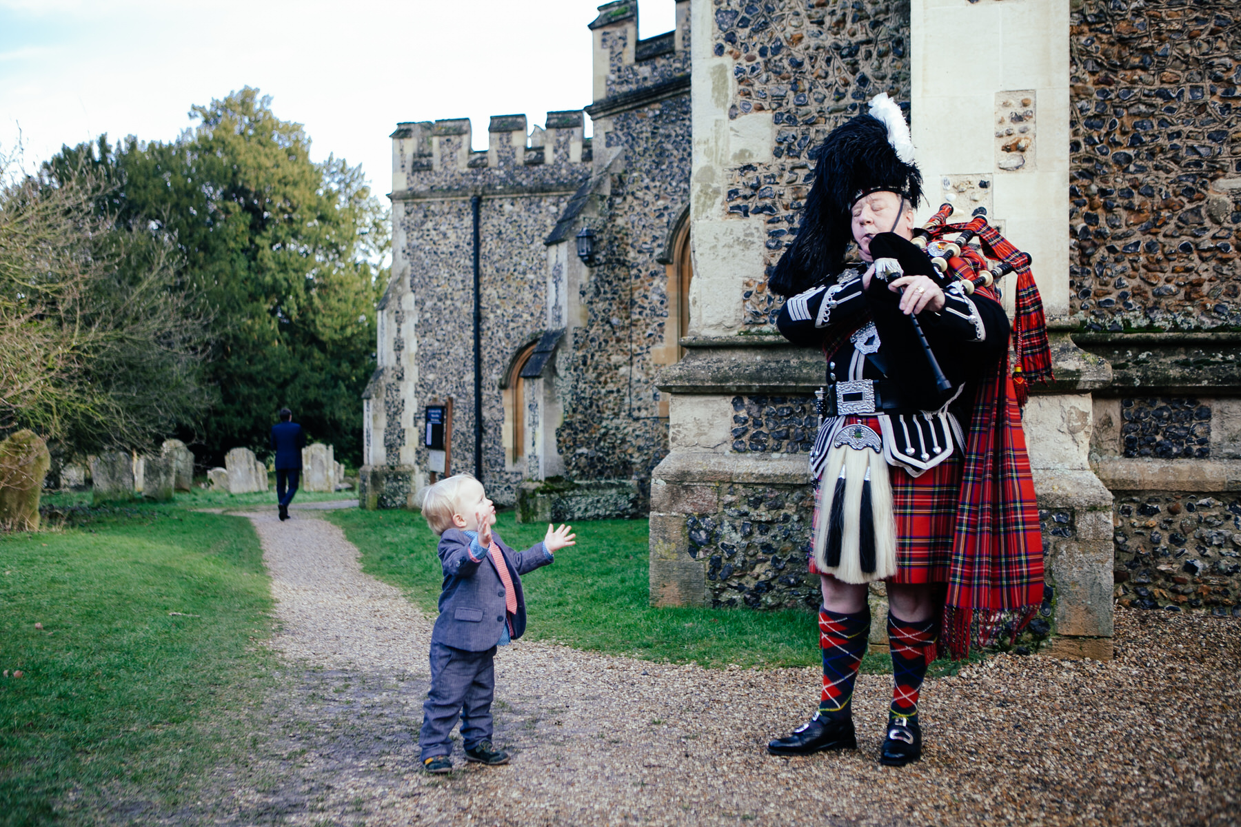 small wedding guest loves bagpiper documentary photographer.jpg