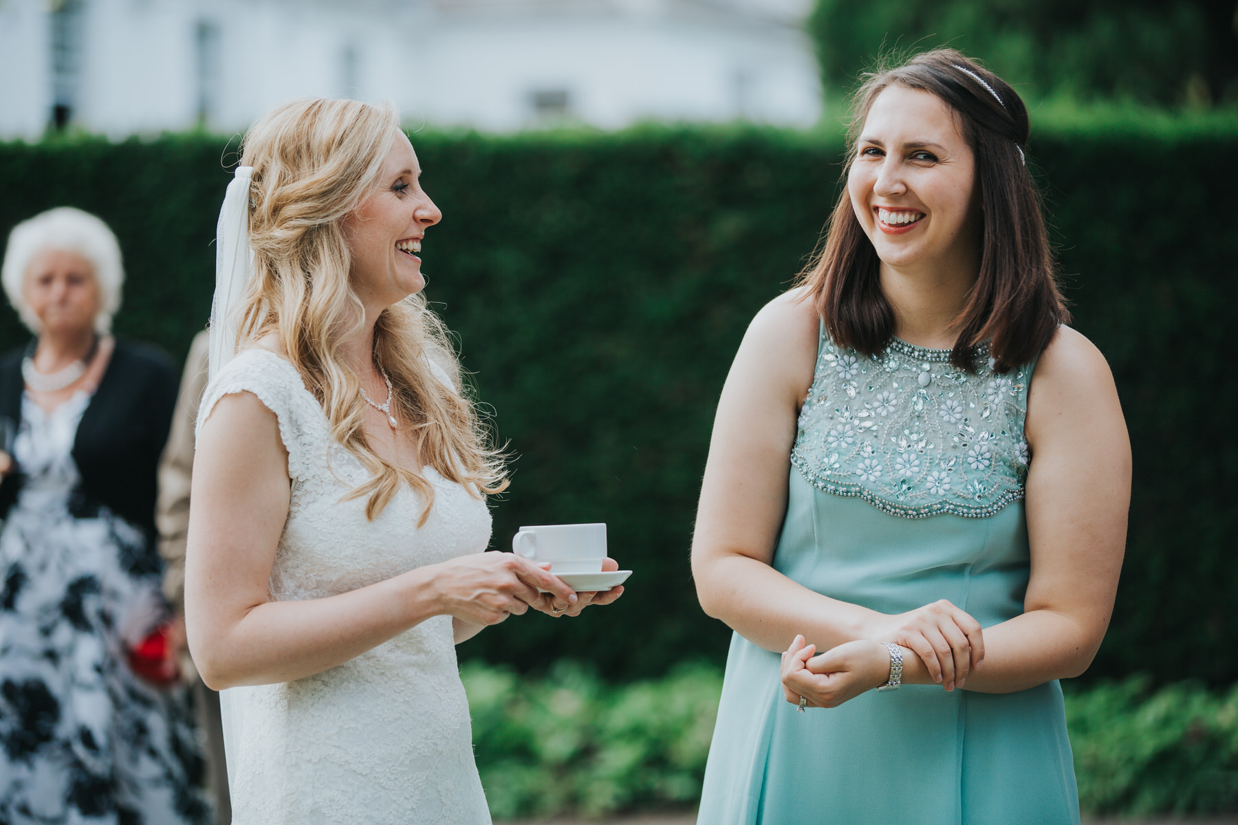 386 Pembroke Lodge bride guest candids photographer.jpg