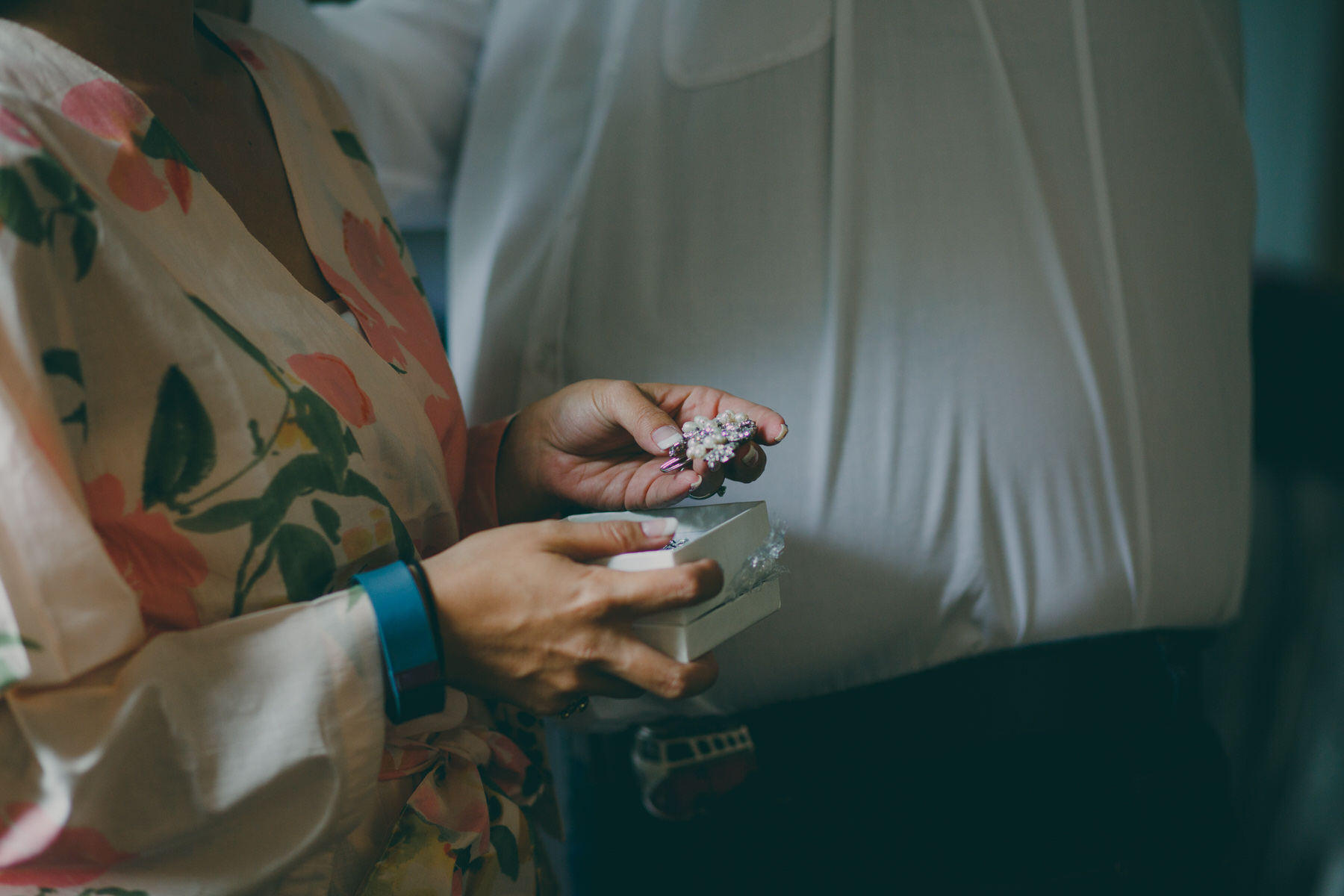 39 bride holds hairpiece jewellery wedding photo.jpg