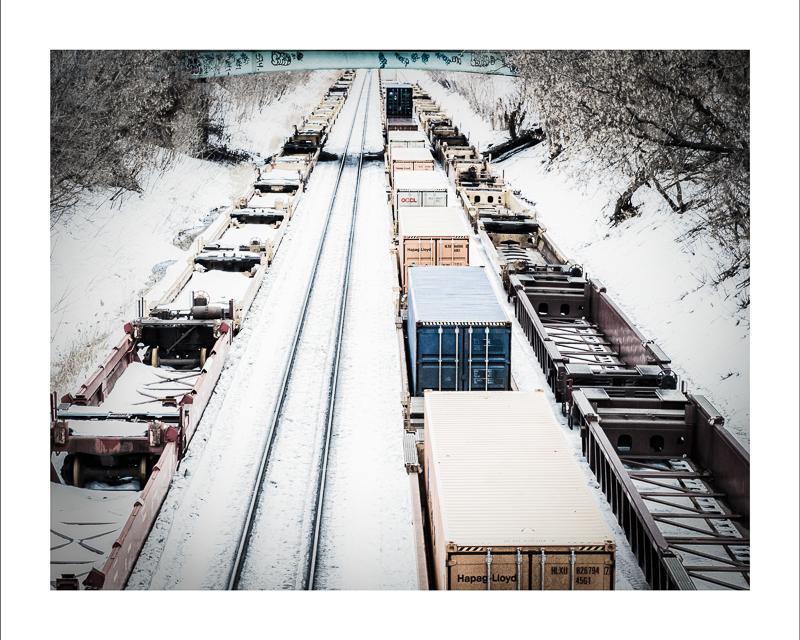 Train dans la neige,  Impression jet d'encre    16X20 pouces :  Prix avec cadre : 75,00$                 Prix sans cadre : 50,00$