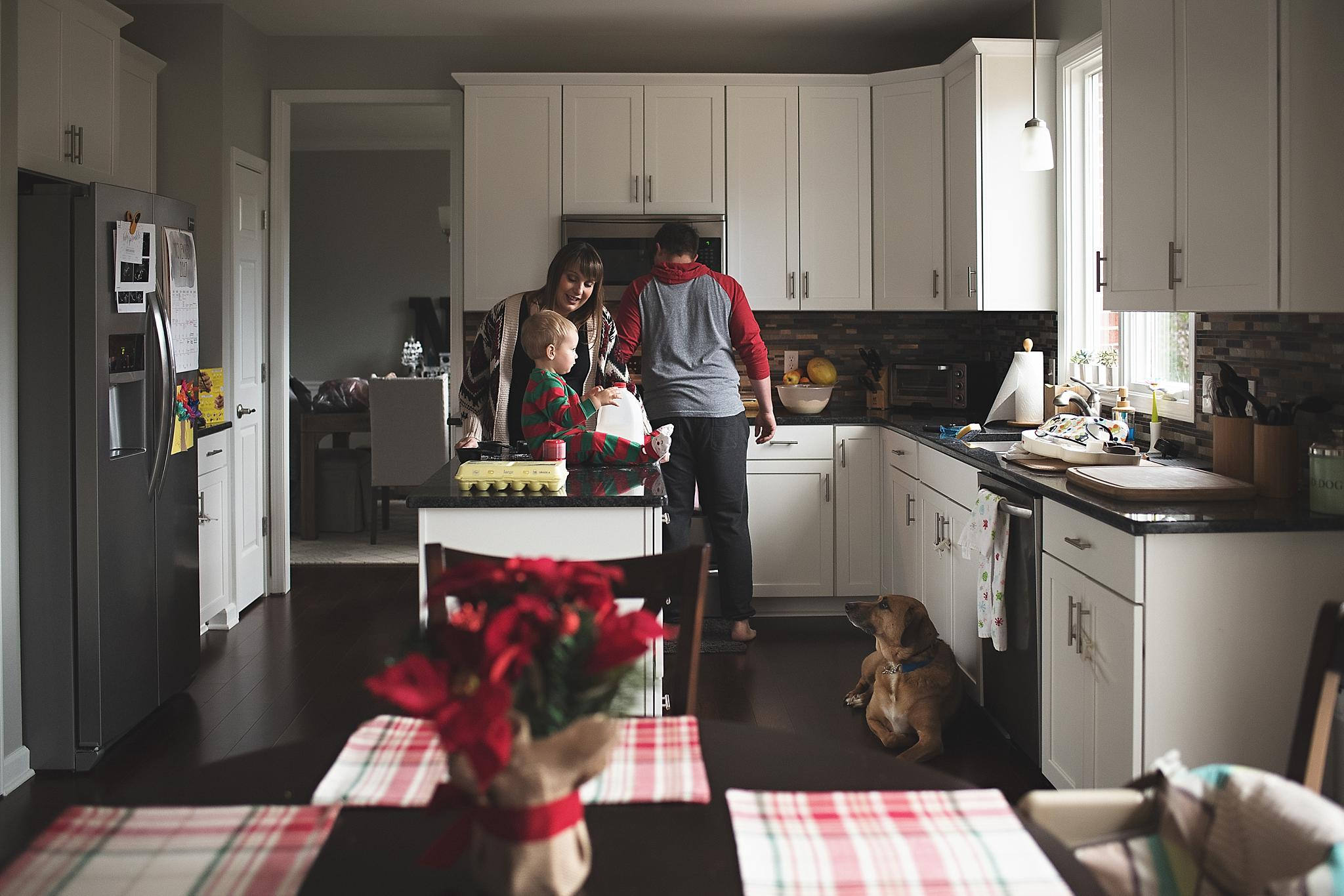 at home lifestyle photography michigan - family in kitchen