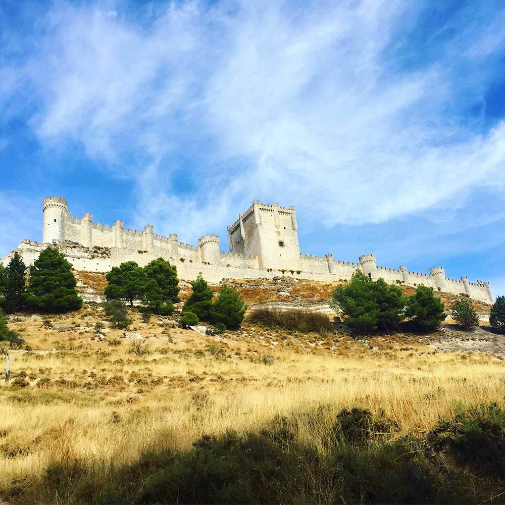 We stopped on the way in Peñafiel where we happened upon this castle! It's over a thousand years old and is now being used as a wine museum.