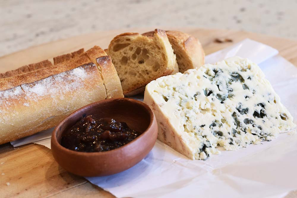 3 quality ingredients: bread, blue cheese, and fig jam. So simple!