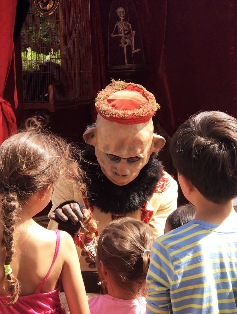 Another performer, who has the kids completely enthralled in his act - and what a costume!