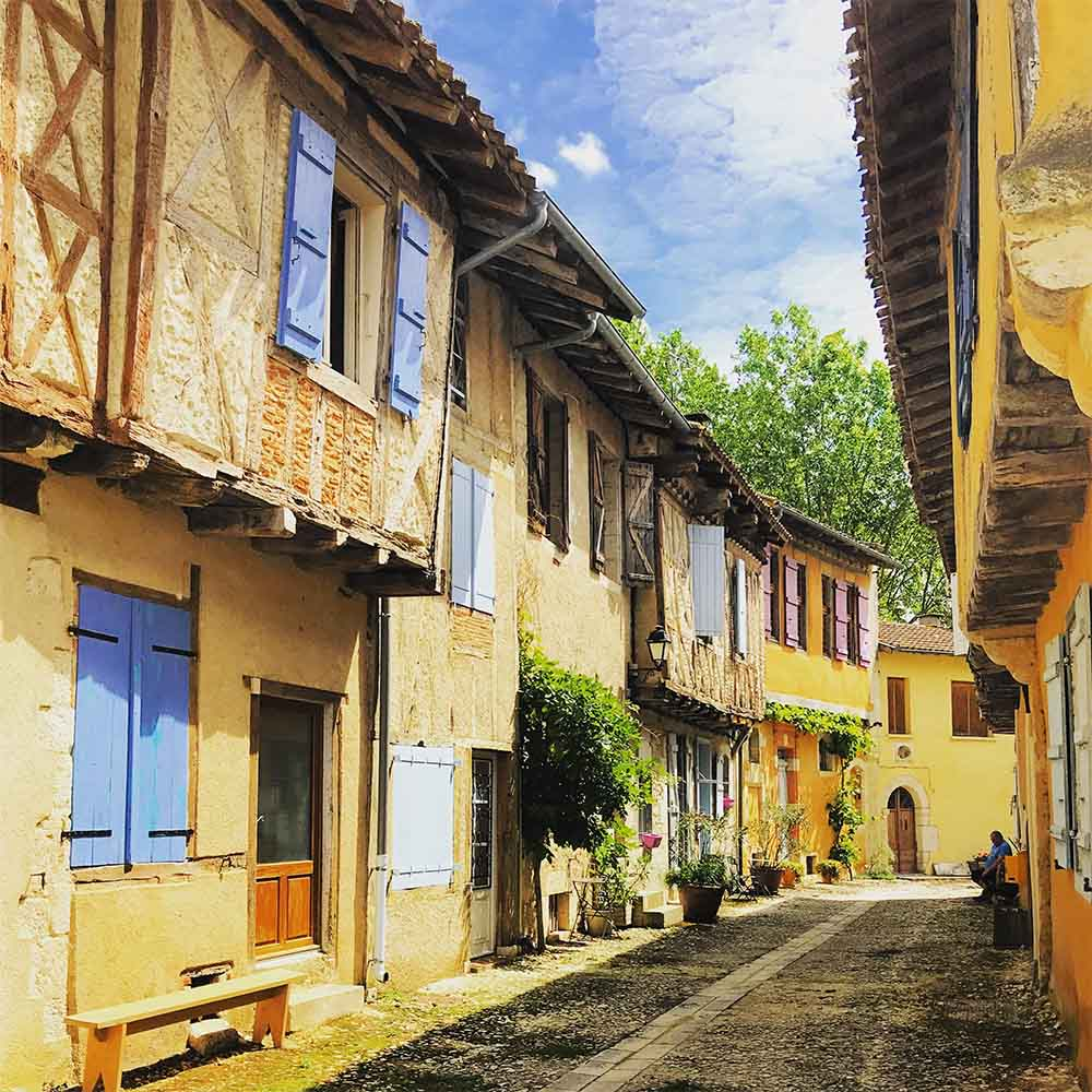 We stopped by the village of Sarrant on the way home from Toulouse one day, and were struck by it's pictureque beauty.